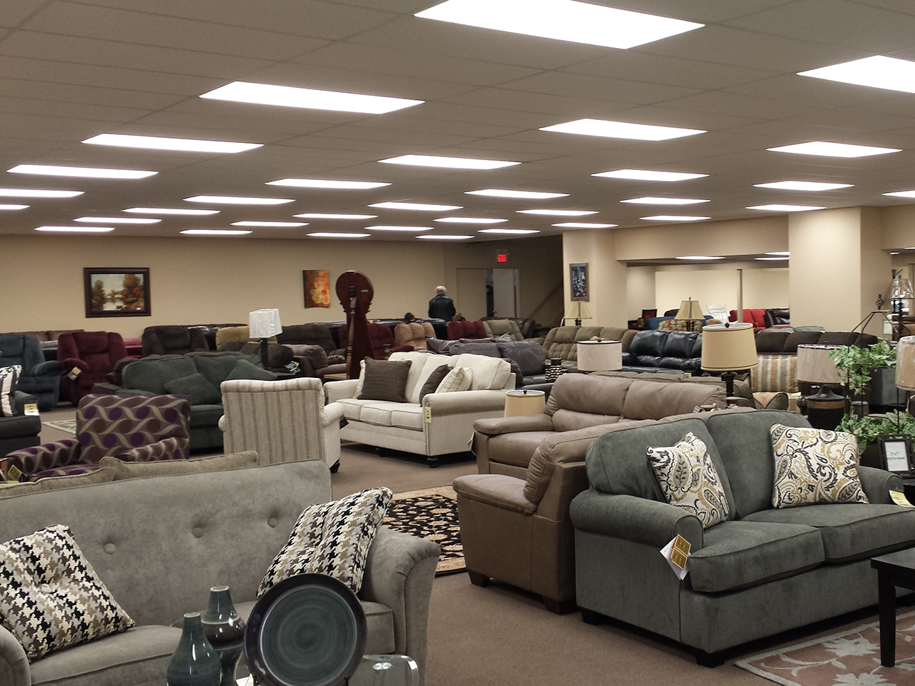 Reid 39 s countrywide home furnishings liquidation centre for Centre liquidation meuble montreal