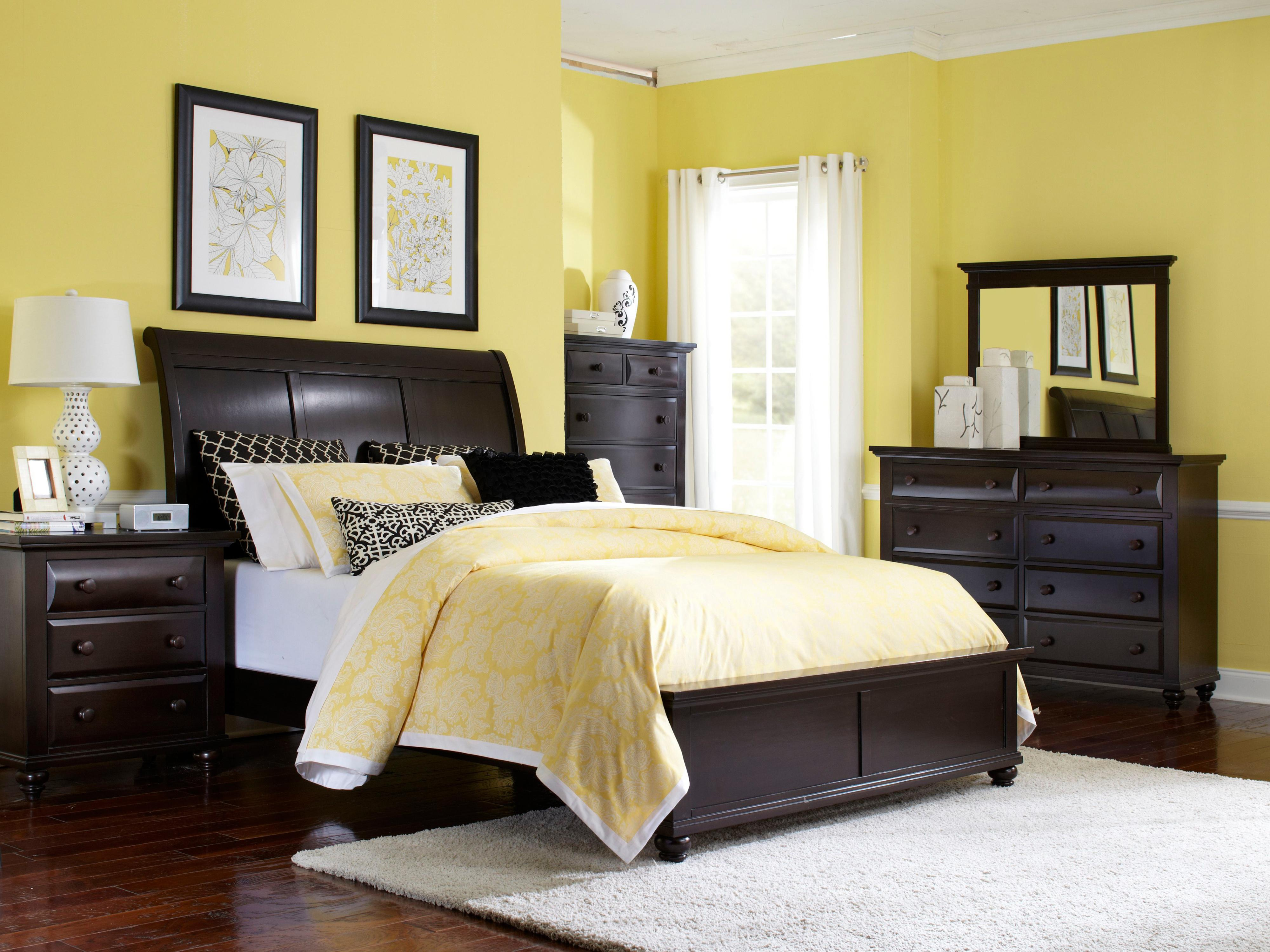 Broyhill Furniture Farnsworth Queen Bedroom Group - Item Number: 4856 Q Bedroom Group 1