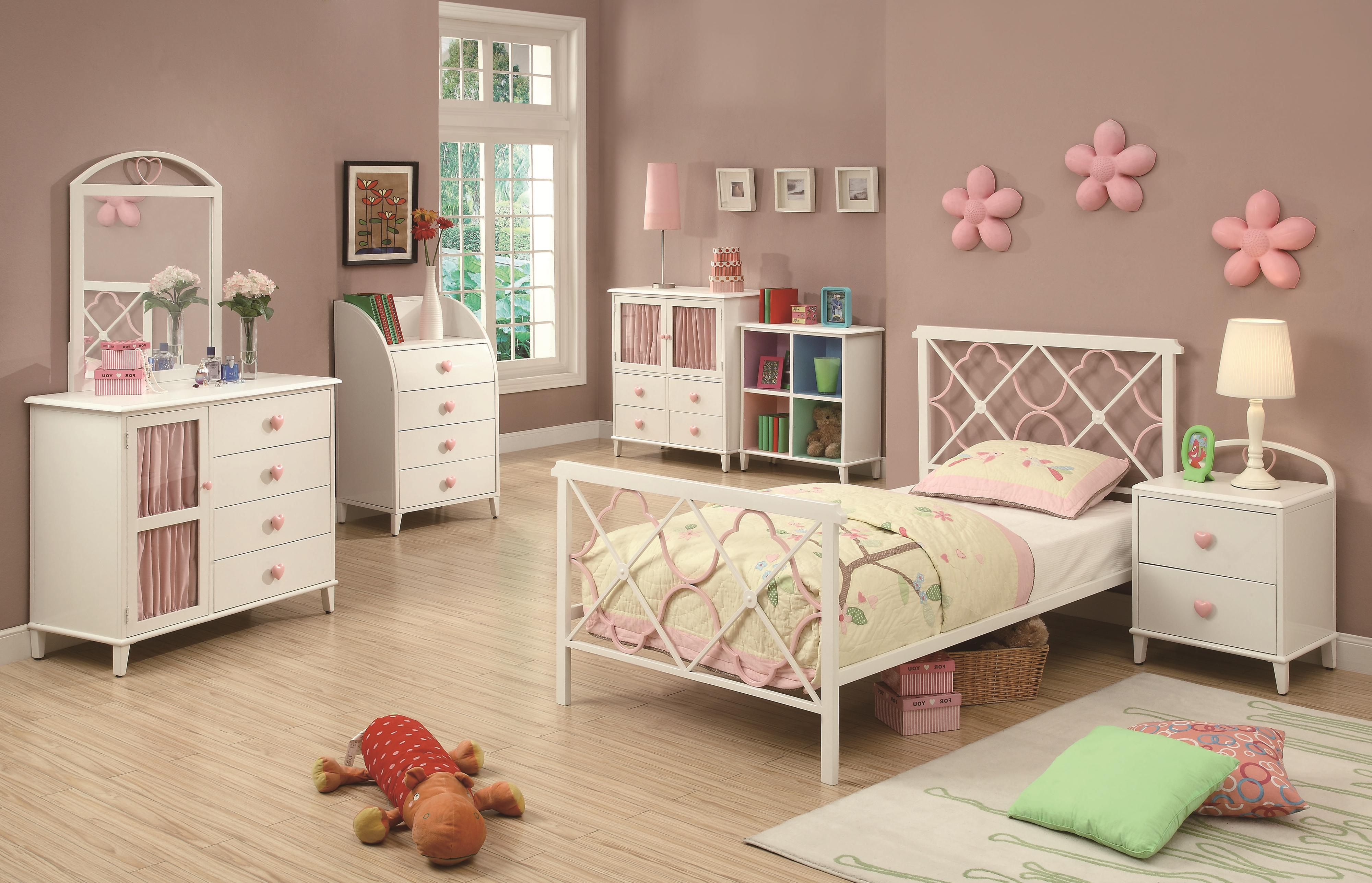 Twin Bed W/ Metal Headboard U0026 Footboard W/ Pink Quatrefoil Motifs    Juliette By Coaster   Wilcox Furniture   Panel Beds Corpus Christi,  Kingsville, ...