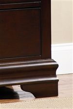 Elegant Bracket Feet and Shapely Molding
