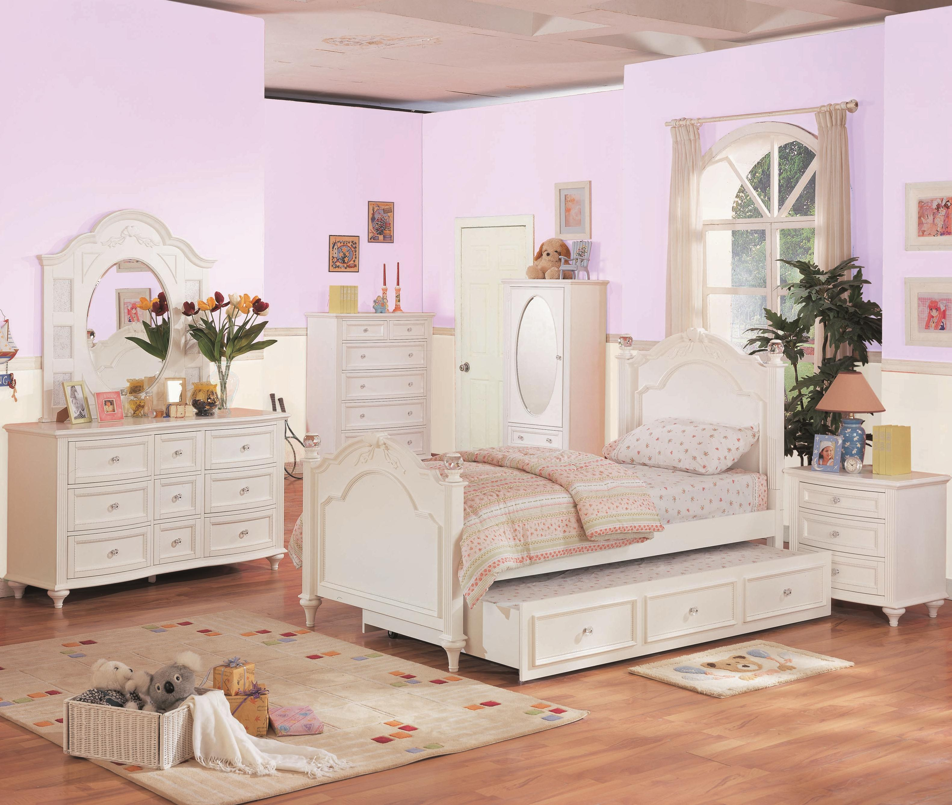 Holland House Chantilly Drawer Dresser W/ Clear Knobs | Godby Home  Furnishings | Dresser Noblesville, Carmel, Avon, Indianapolis, Indiana