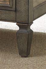 Spade Feet Emanate Traditional Design