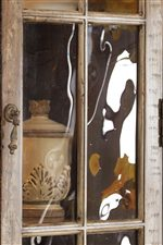 Seeded Glass Doors Add an Antique Touch to the Display Cabinet