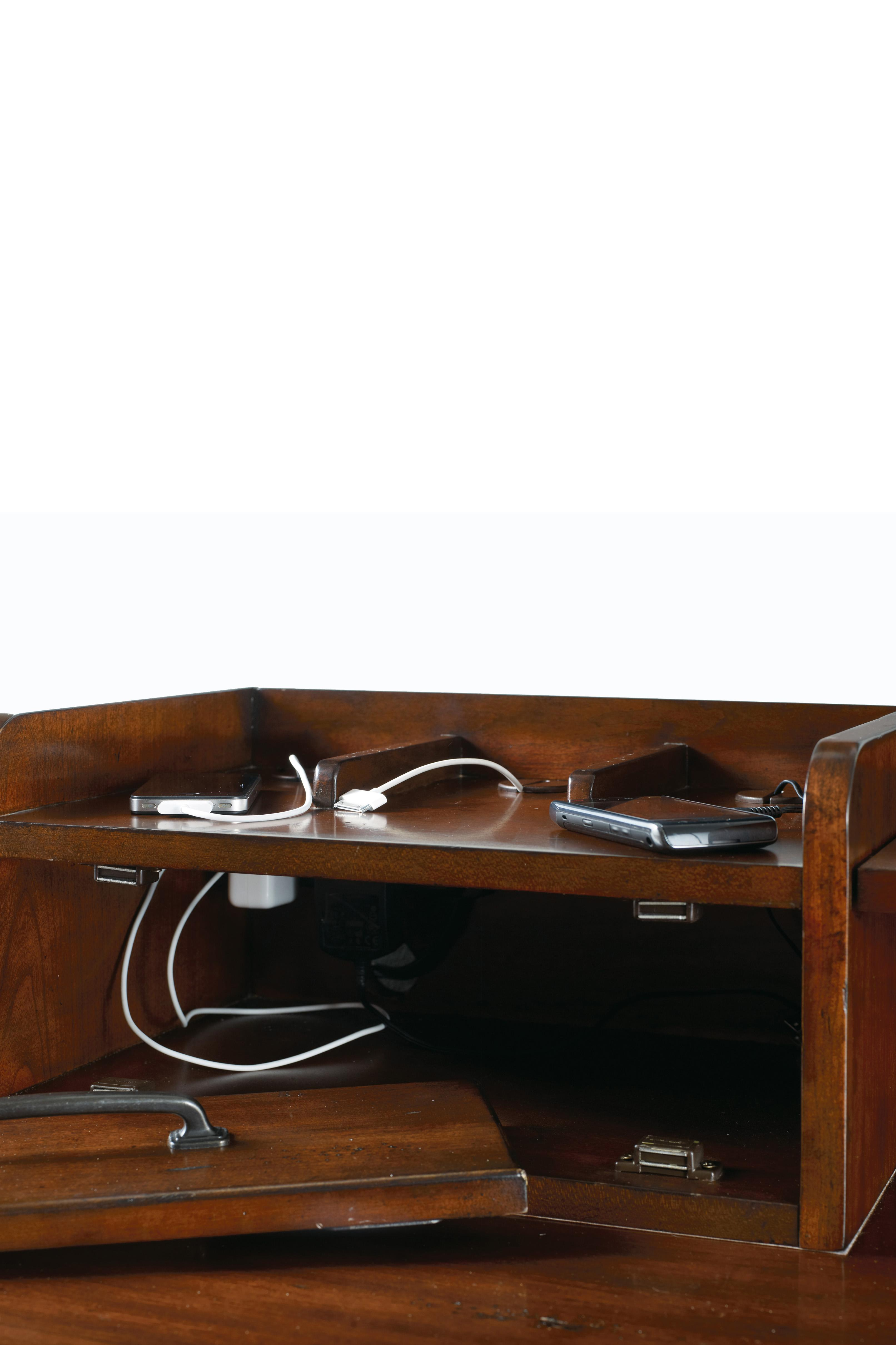 Wendover 1037 by hooker furniture j j furniture for J furniture dealers