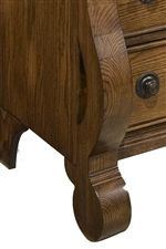 Rounded Carved Front and Tapered Rear Bracket Feet