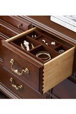 Felt-Lined Drawers and Jewelry Trays to Ensure Scratch-Free Drawers with Long Lasting Beauty