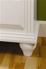 Beveled Moulding and Smooth Tapered Feet