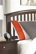 Rounded Headboard with Slat Design