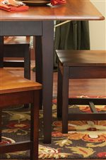 Straight Table Legs Offers a Clean and Smooth Look.
