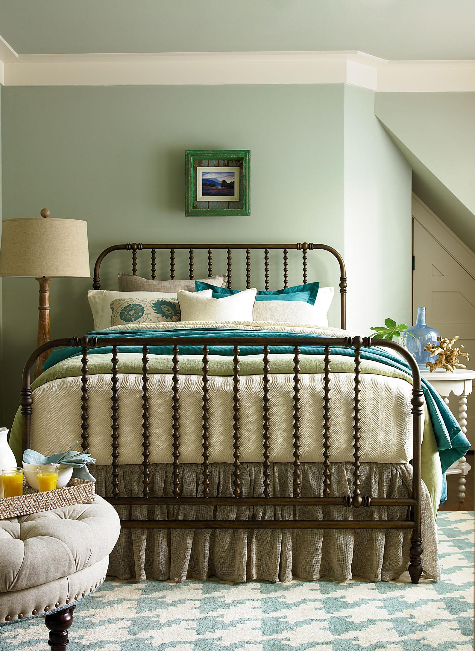 Paula Deen Bedroom Furniture Collection Paula Deen By Universal River House The Guest Room Queen Size Bed