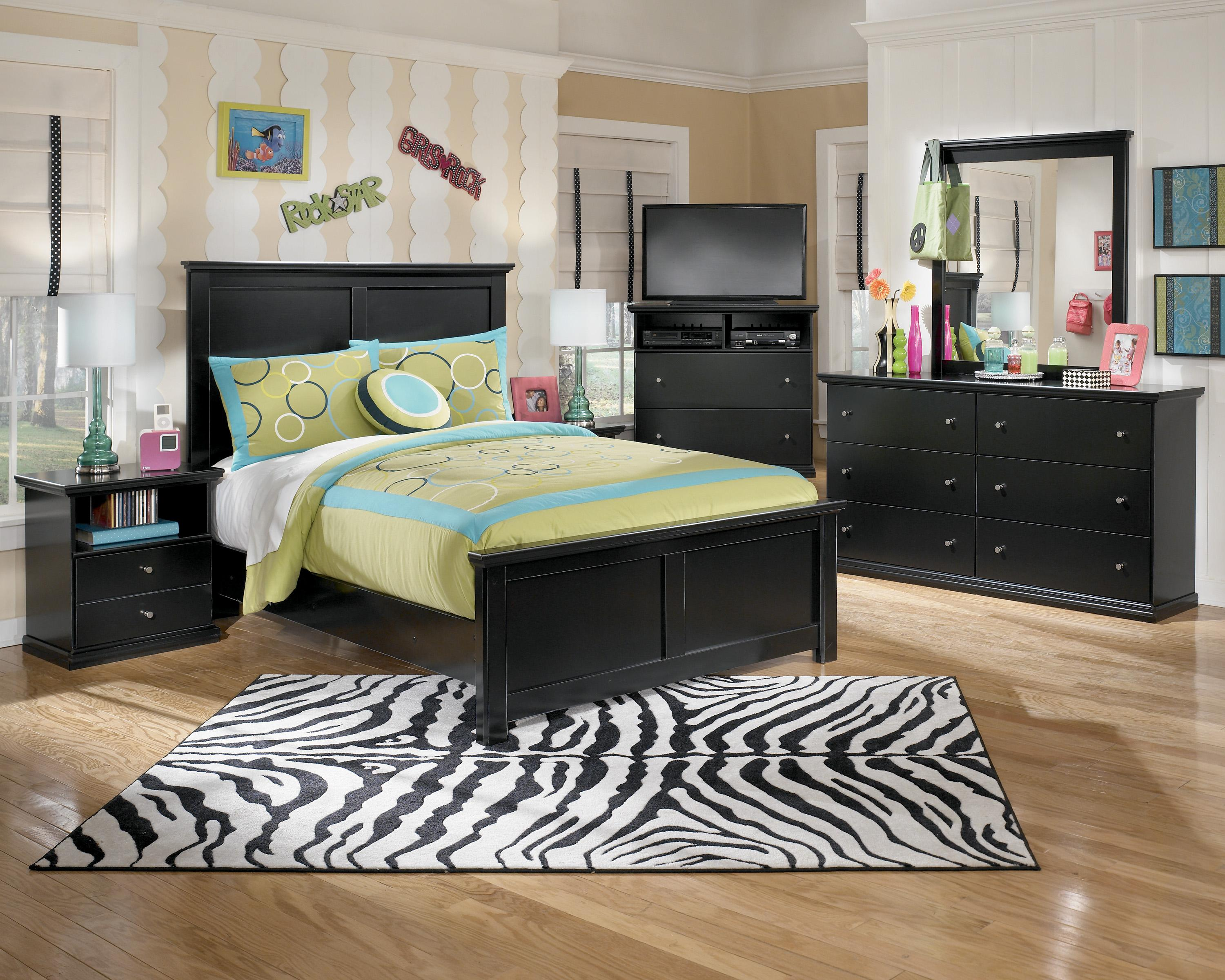 Signature Design by Ashley Maribel Queen Bedroom Group - Item Number: B138 Q Bedroom Group 5