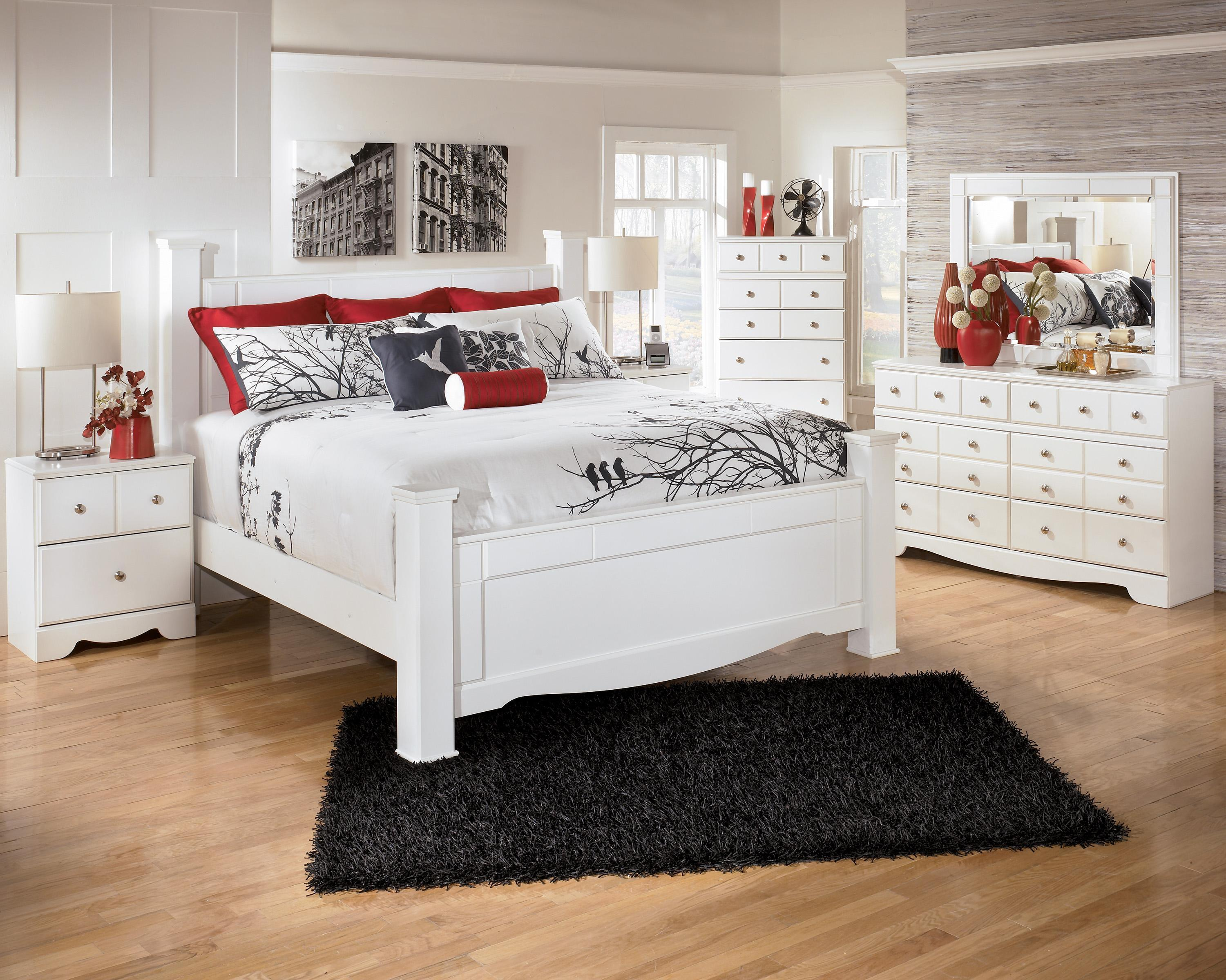 Signature Design by Ashley Weeki Contemporary Queen Poster Bed ...