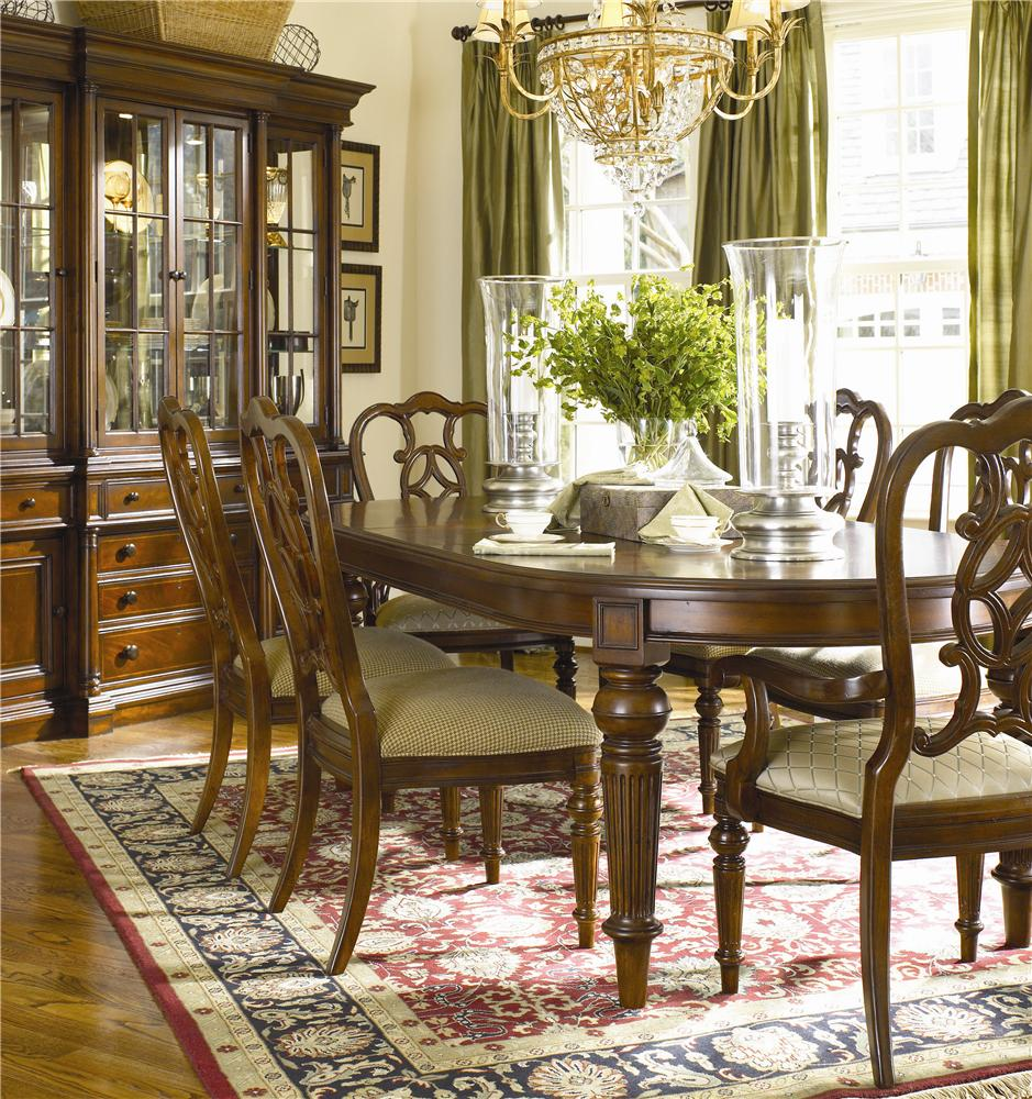 Thomasville® Fredericksburg Oval Dining Table with Two 20\