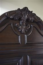 Amherst Bed Displays Exquisite Carved Acanthus Crown