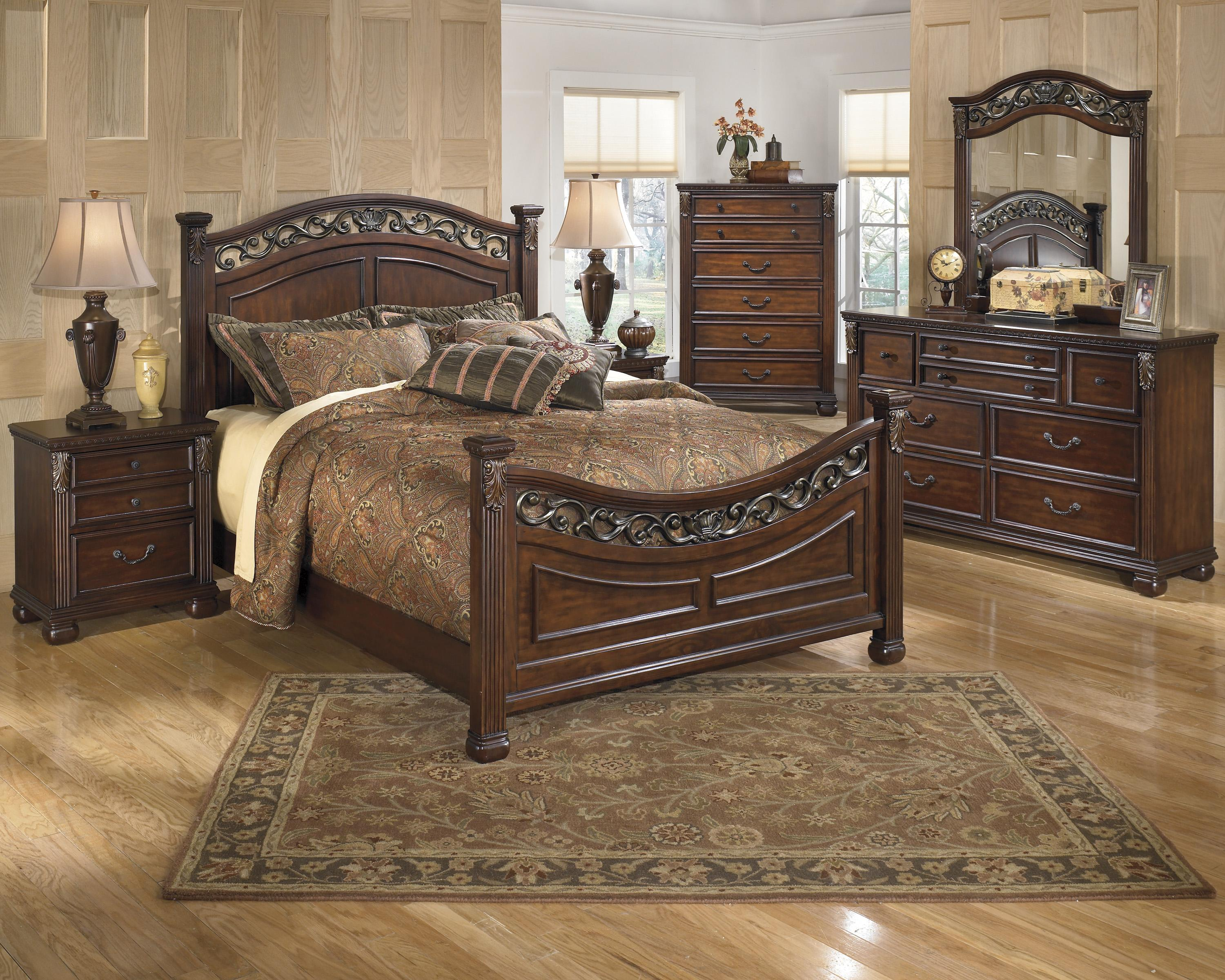 Leahlyn Queen Bedroom Group by Ashley (Signature Design) at Johnny Janosik