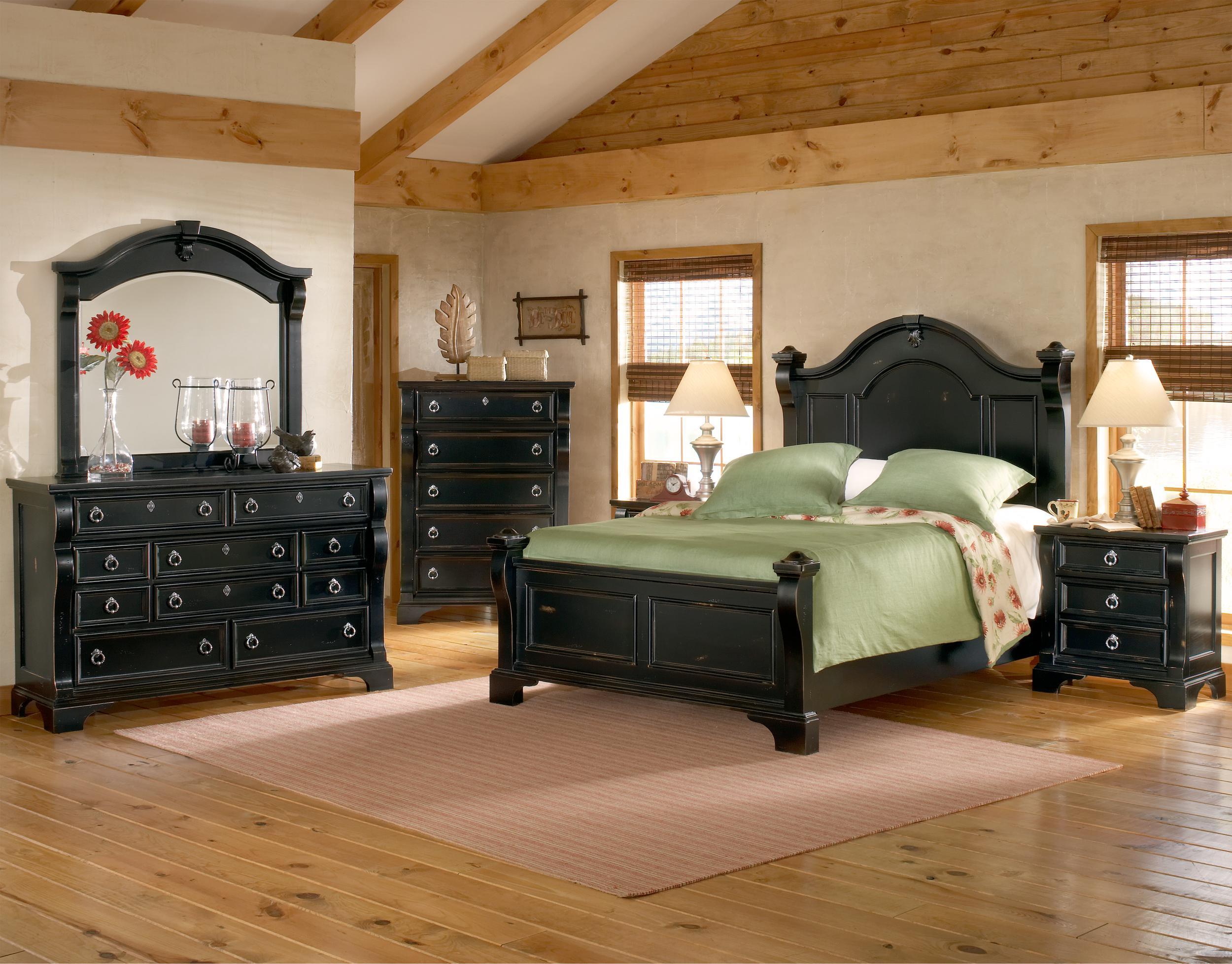 Heirloom King Bedroom Group by American Woodcrafters