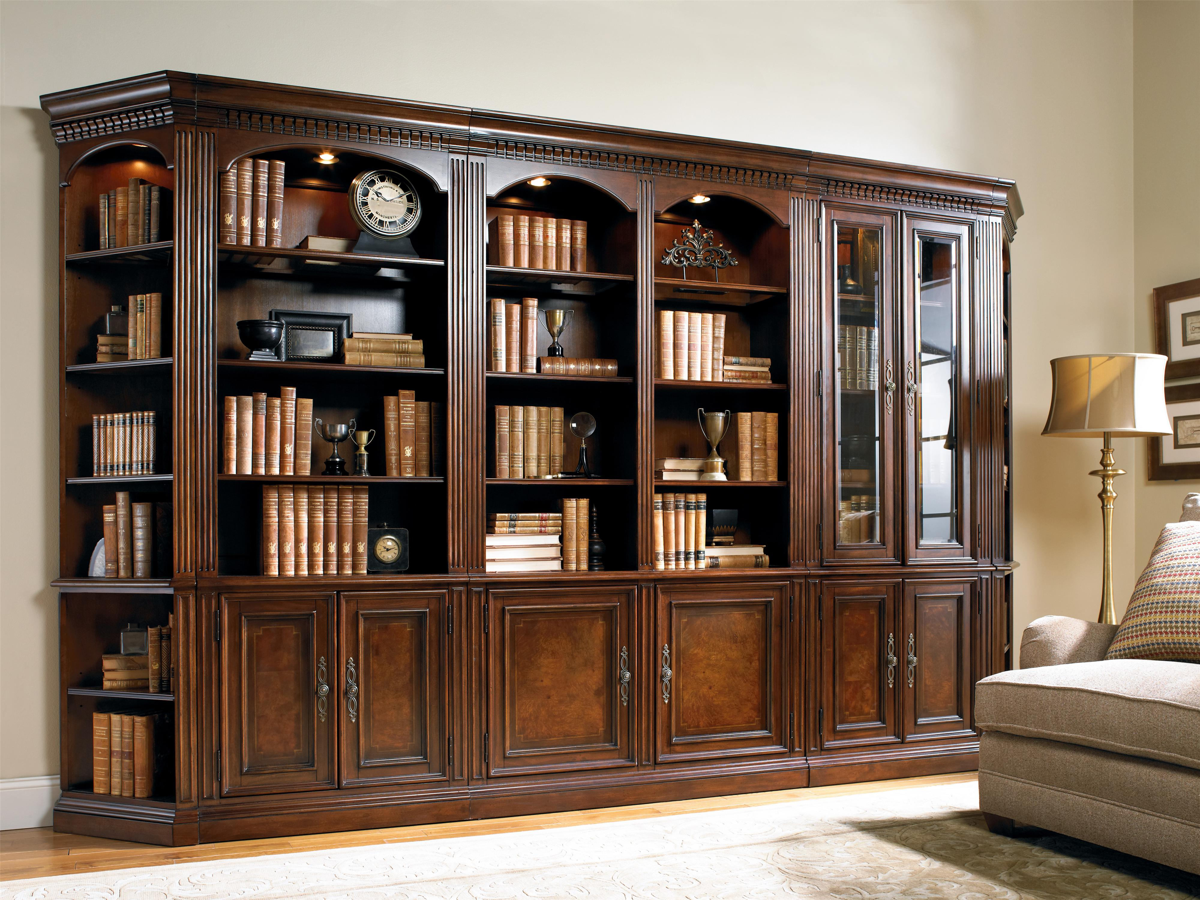 European Renaissance II 374 by Hooker Furniture