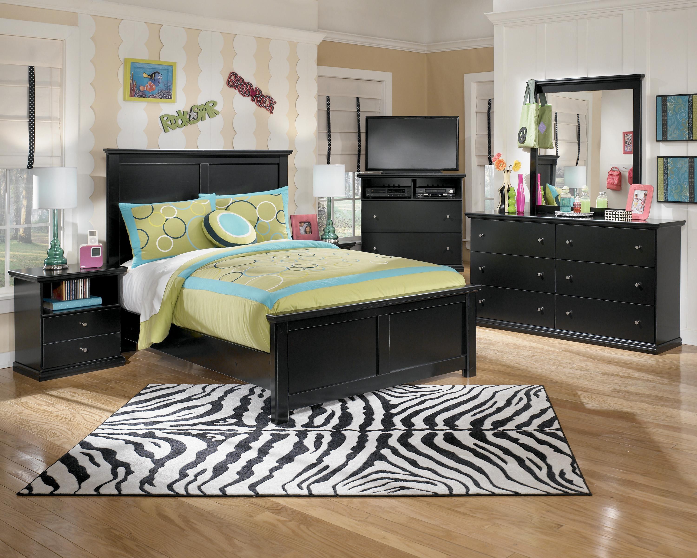 Signature design by ashley maribel queen bedroom group for Bedroom groups
