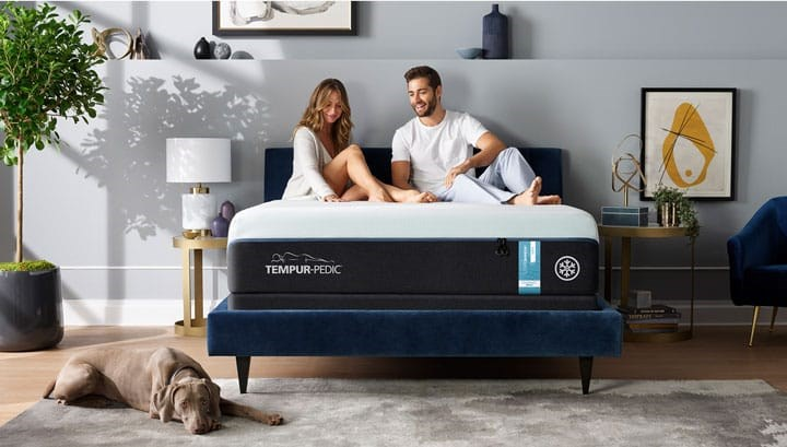 Couple sitting on a Tempur-LuxeAdapt breeze mattress