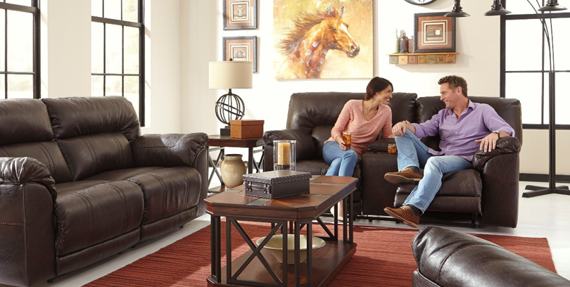 photo of family on couch for get it now finance page