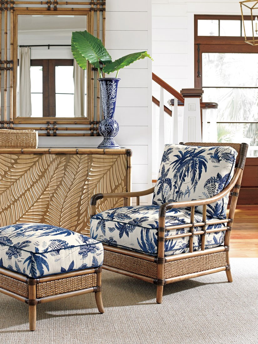 Lovely Tropical Style Living Room
