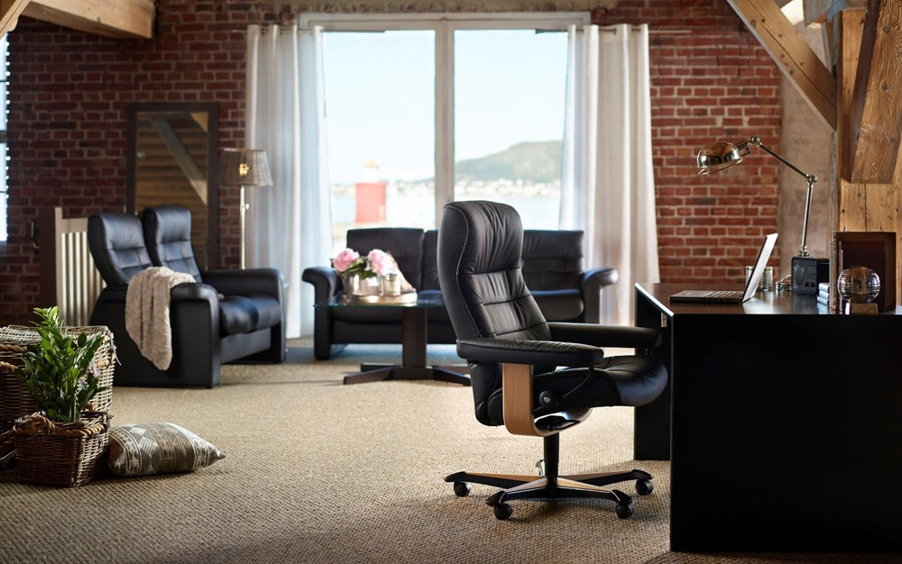 create a classic office setting with the ekornes stressless