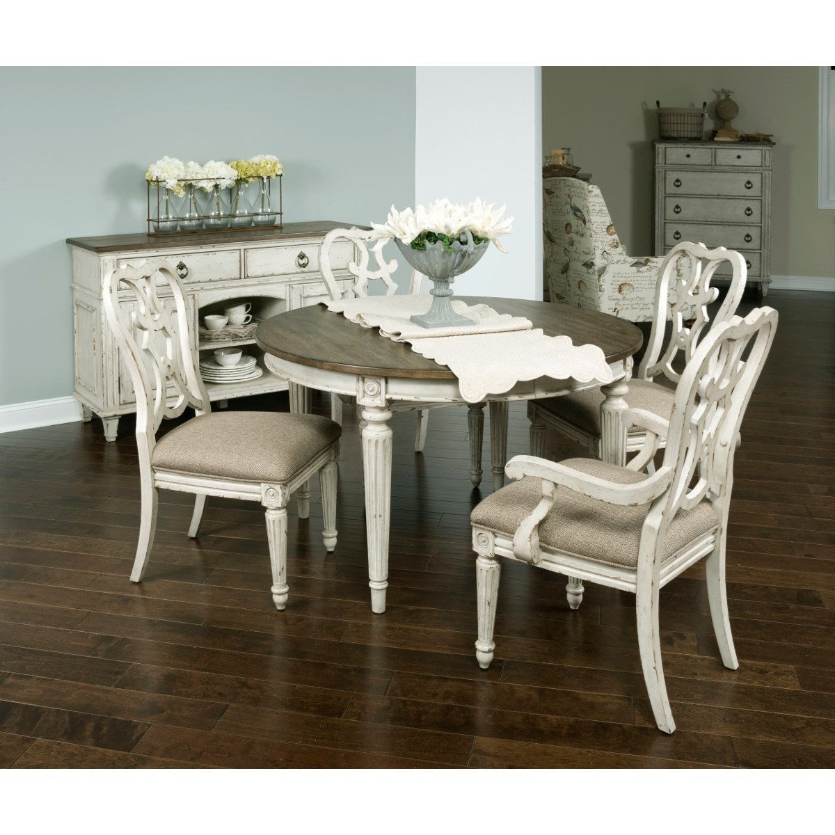 Living Room With Dining Table: Living Trends SOUTHBURY Round Dining Table With Leaves