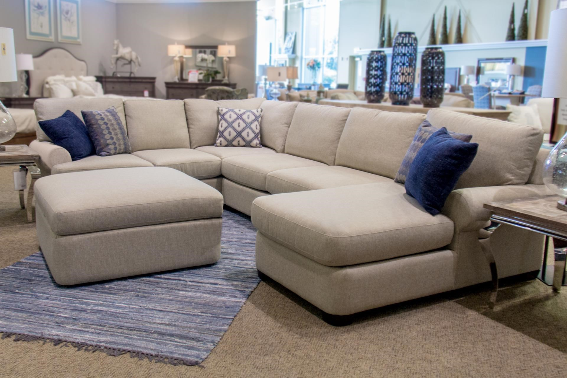 Bassett Monterey 3 Pc. Sectional Sofa - Item Number: GRP-3901-SECTIONAL