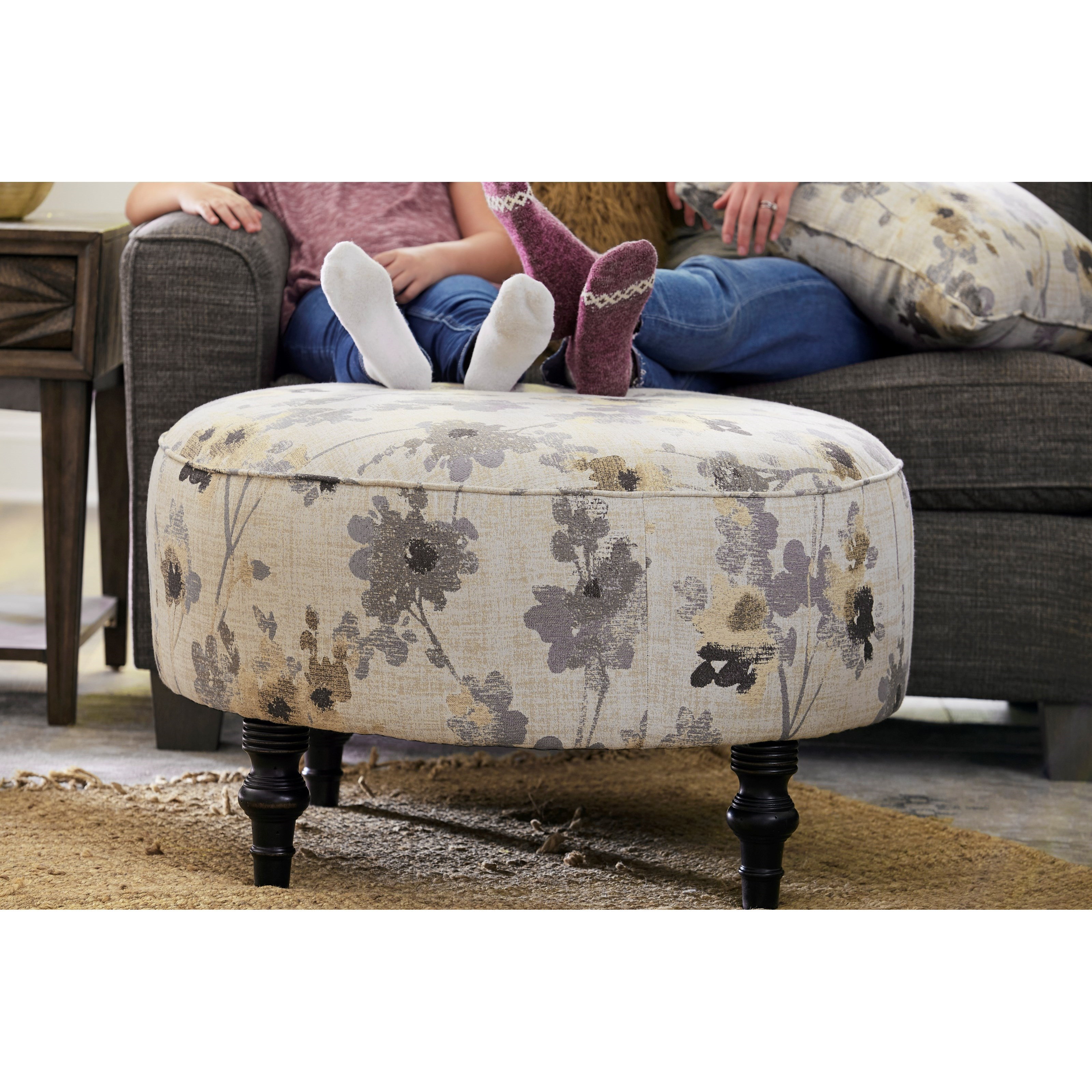 Best Home Furnishings Renae 9900 Transitional Round