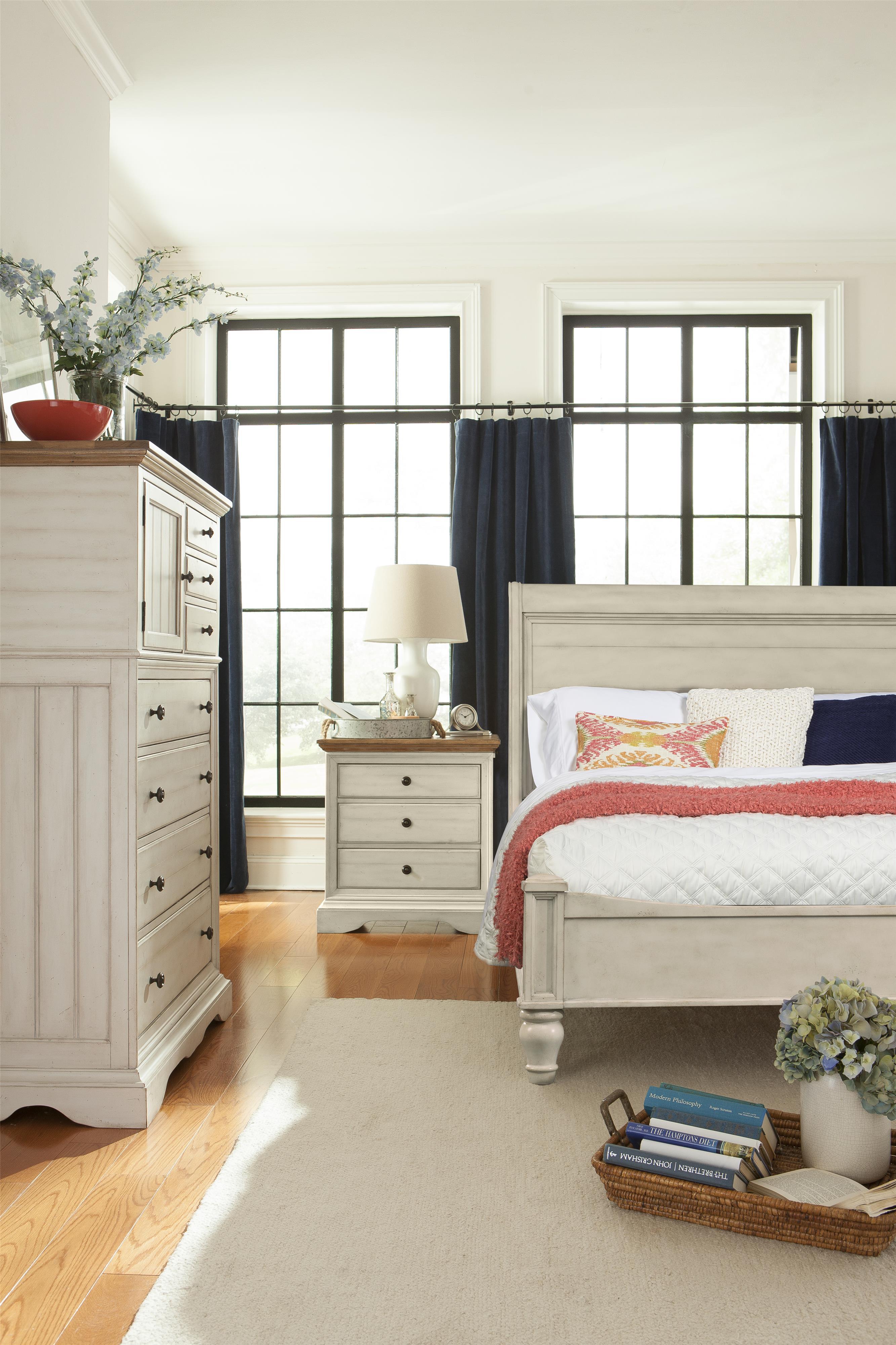 Cresent Fine Furniture Cottage Antiqued White Queen Sleigh