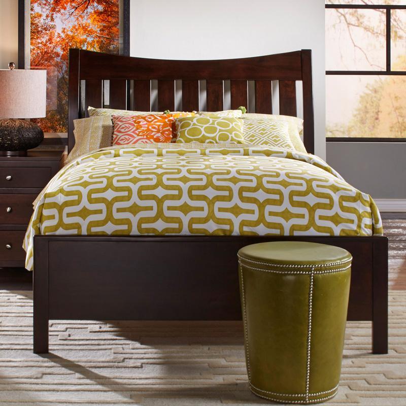 Daniel's Amish Bedfort Solid Wood Queen Bed - Item Number: 30-8913+33+03