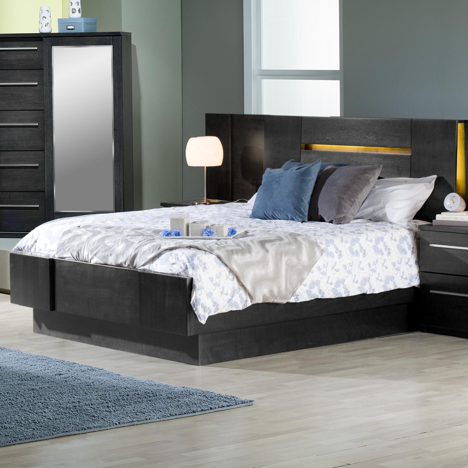 Queen Platform Bed with 2 Nightstands