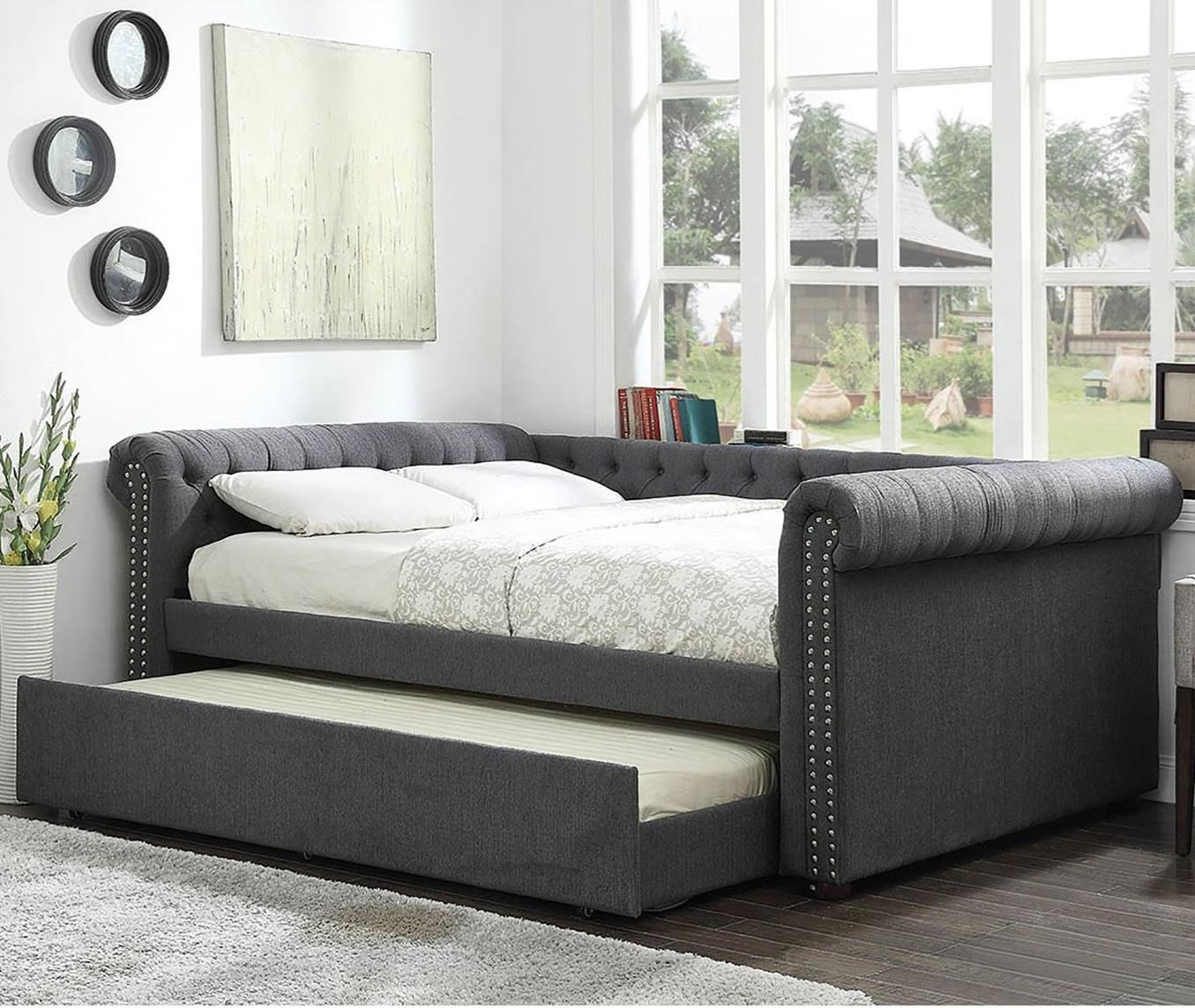 - Leanna Transitional Tufted Queen Size Daybed With Trundle