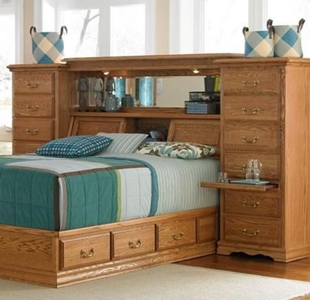 Furniture Traditions Master-Piece Queen Midwall with underbed drawer pedestal. - Item Number: 675QM