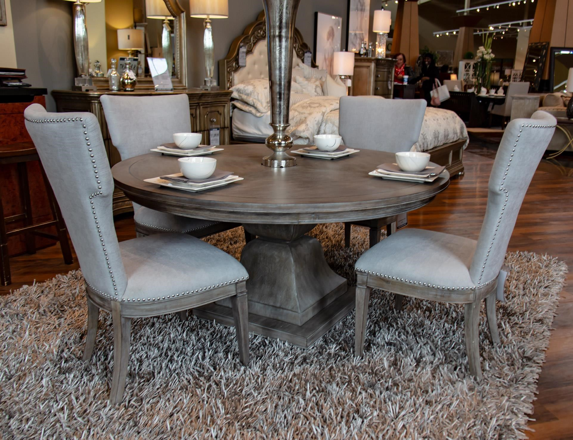 Pedestal Table & 4 Chairs