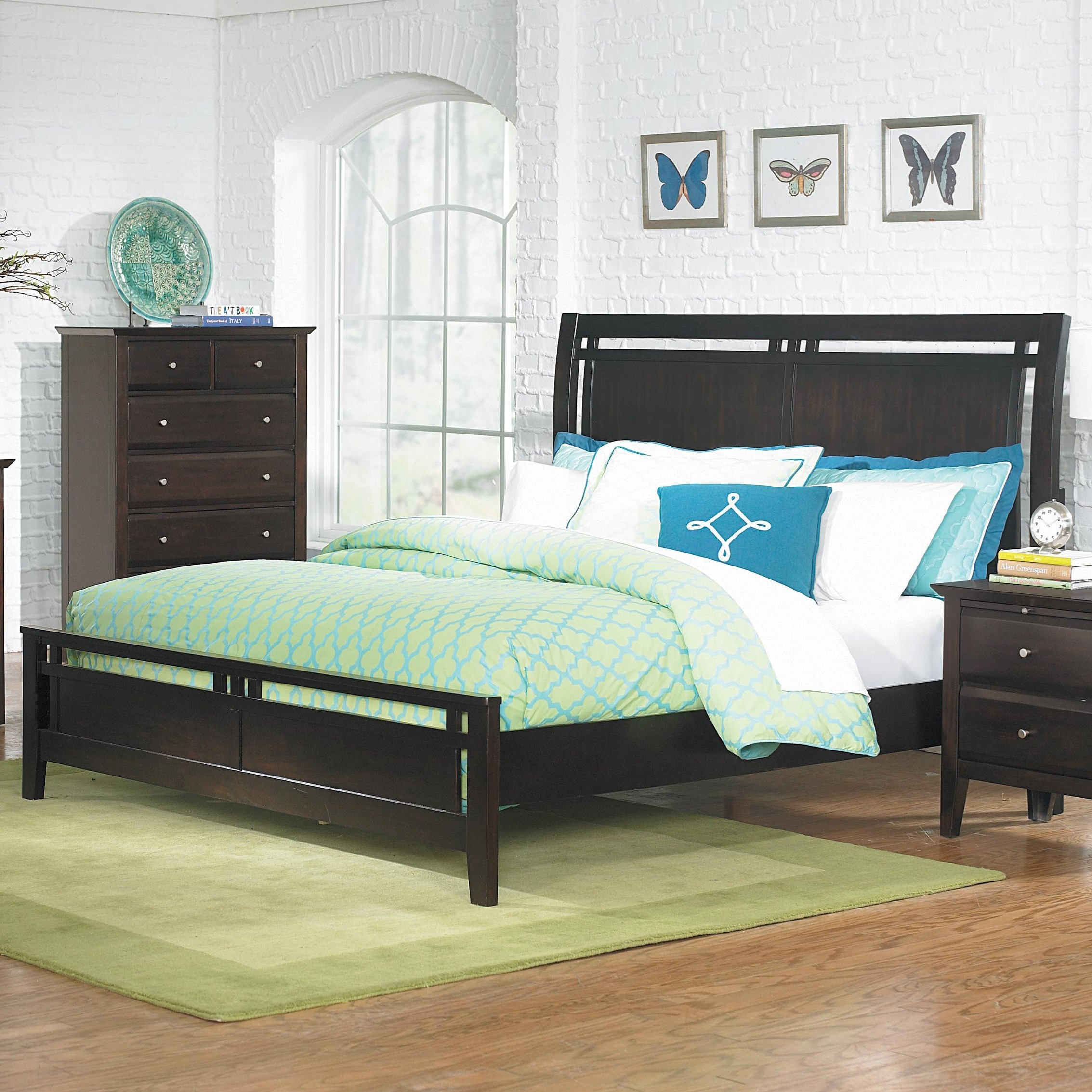 Homelegance Verano Casual Queen Low Profile Bed - Item Number: 1733-1+2+3