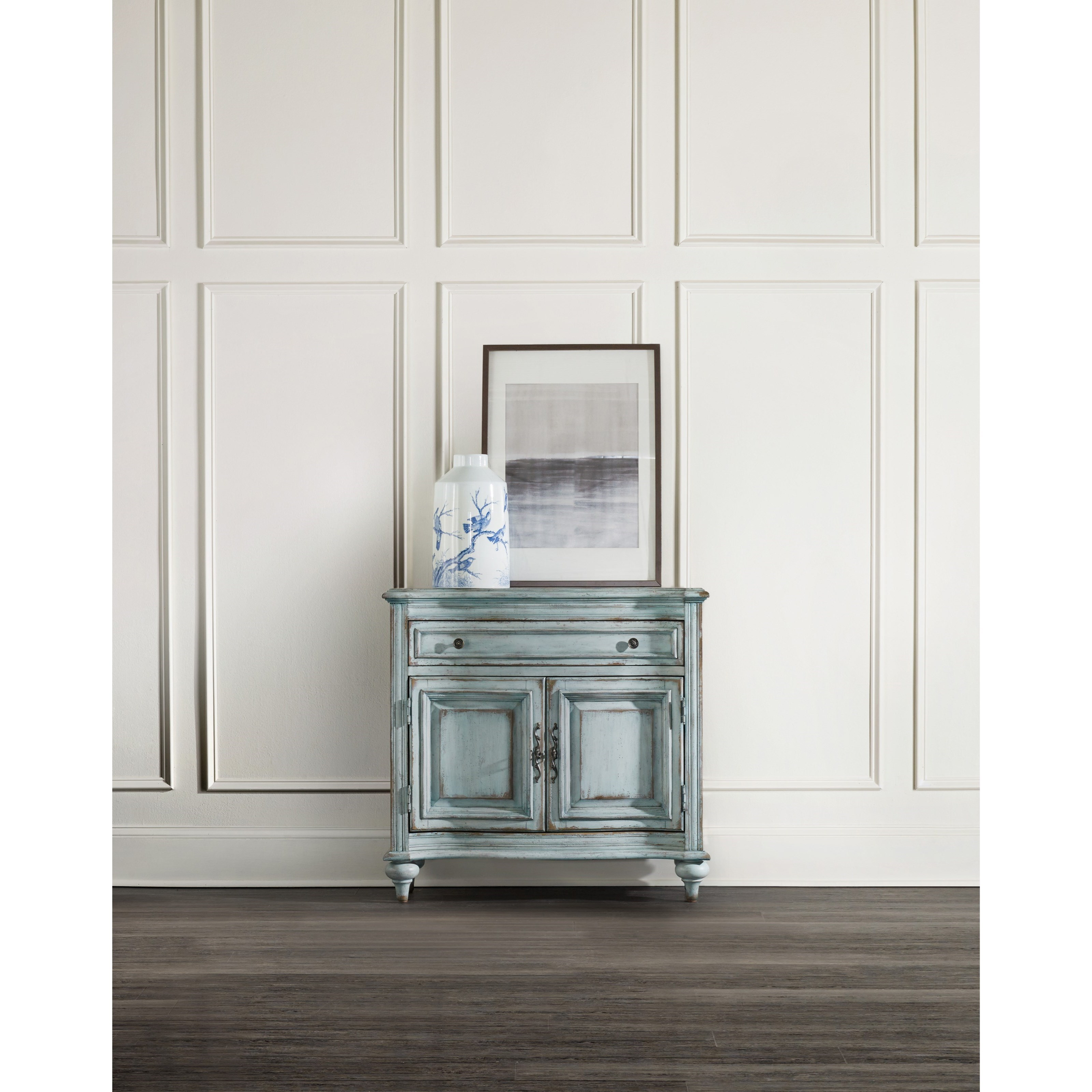 Living Room Accents 1 Drawer 2 Door Chest In Distressed