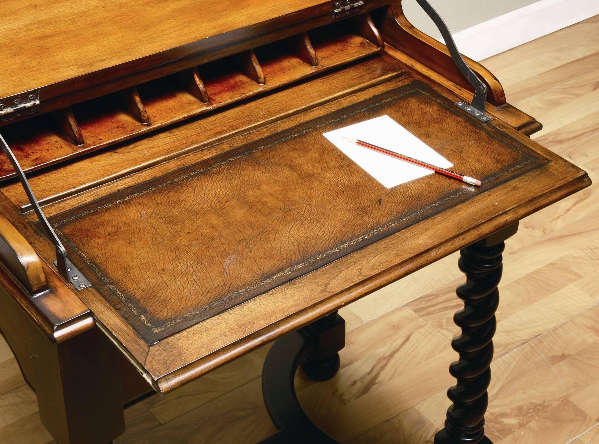 Hooker Furniture Seven Seas Jacobean Twist Leg Flip Top