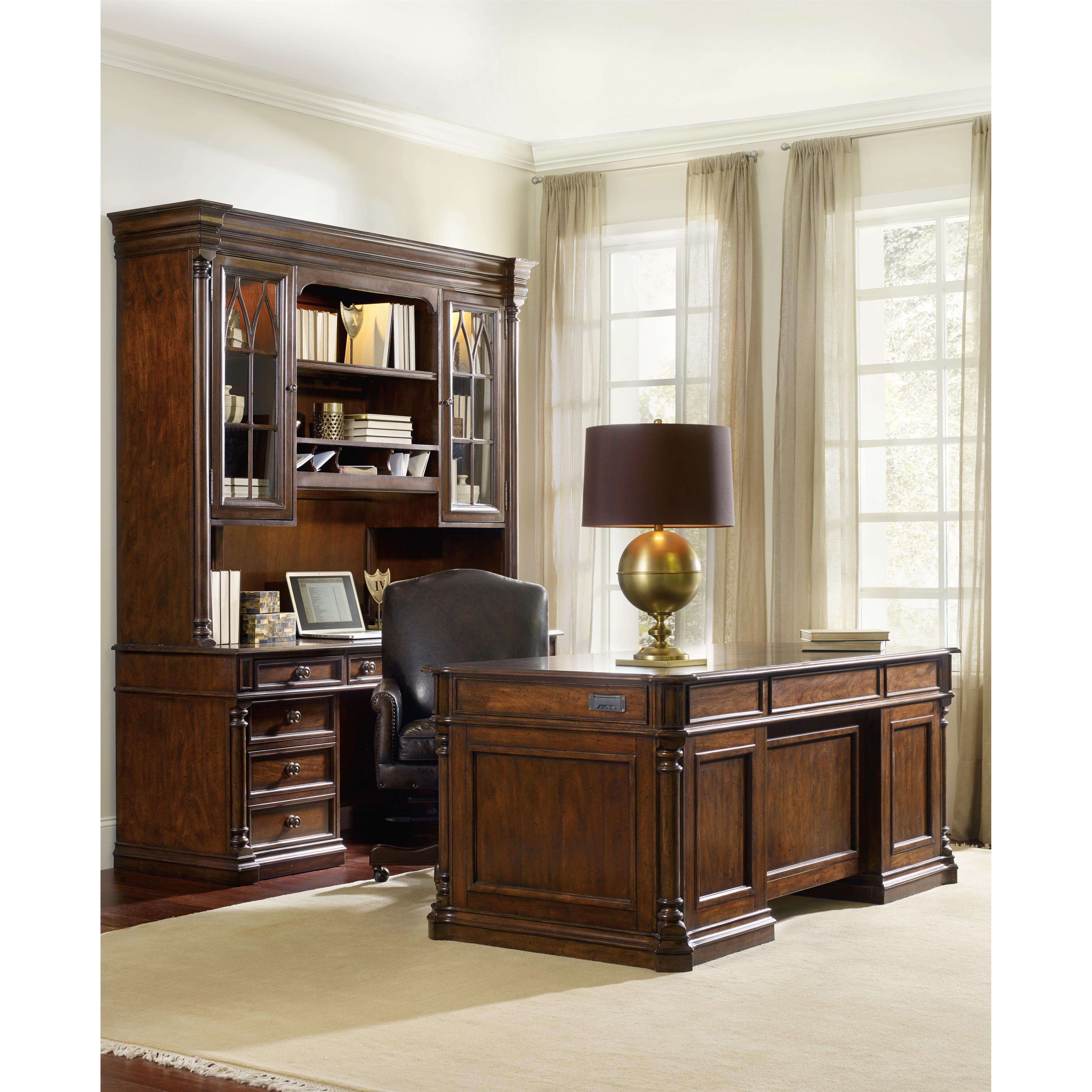 Hooker Furniture Leesburg Executive Desk With 2 Locking