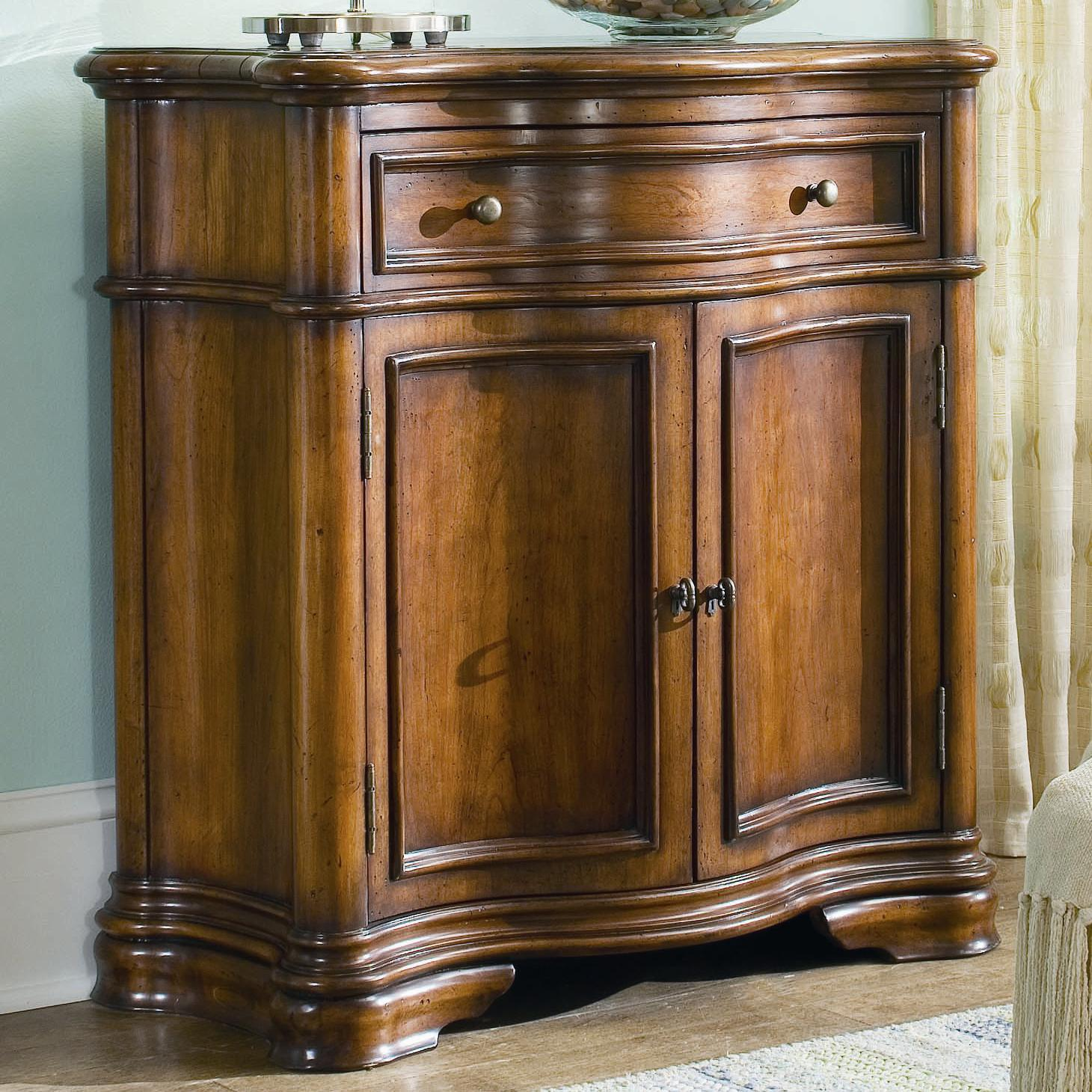 Hooker Furniture Waverly Place Waverly Shaped Hall Console - Item Number: 366-50-106