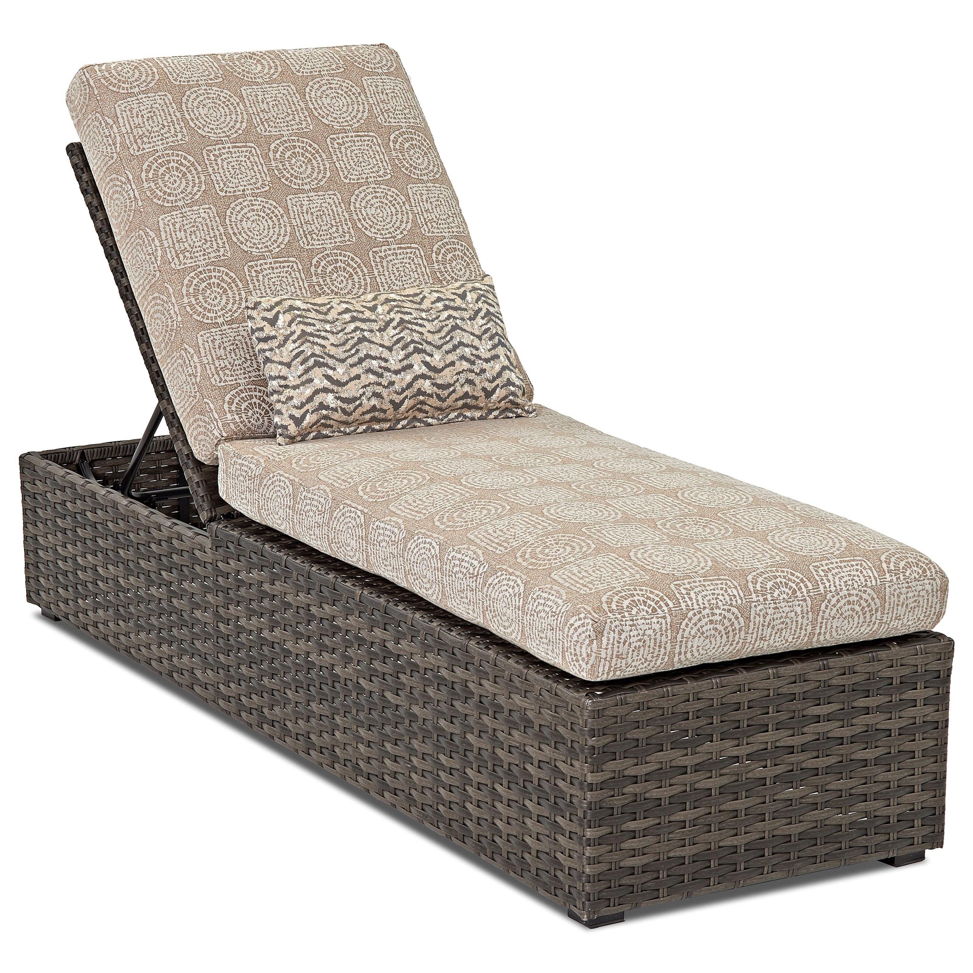 Chaise w/ Reversible Cushion