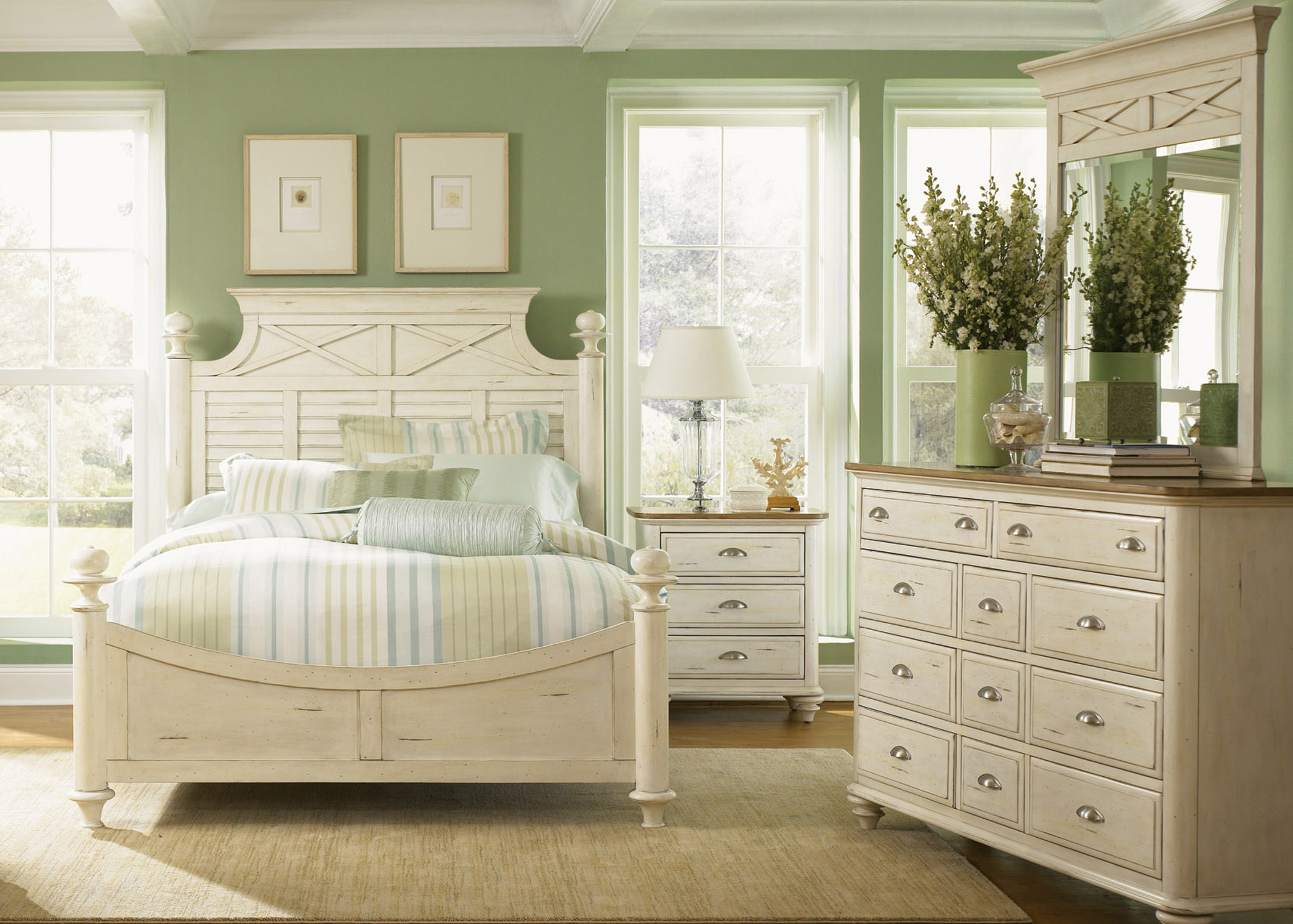 Liberty Furniture Ocean Isle  King Poster Bed, Dresser & Mirror, N/S  - Item Number: 303-BR-KPSDMN