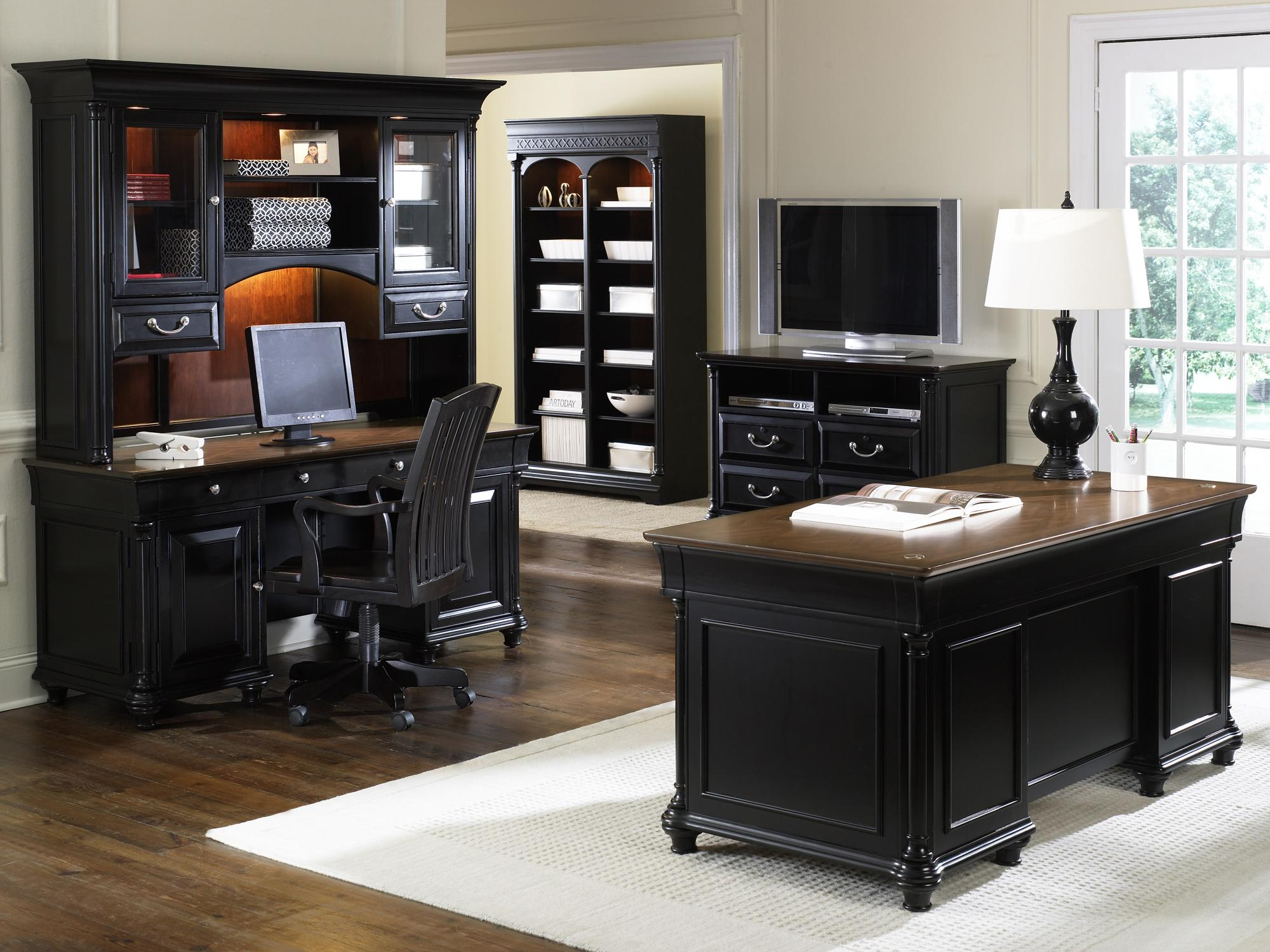 St Ives Jr Executive Office Desk And Credenza With Hutch