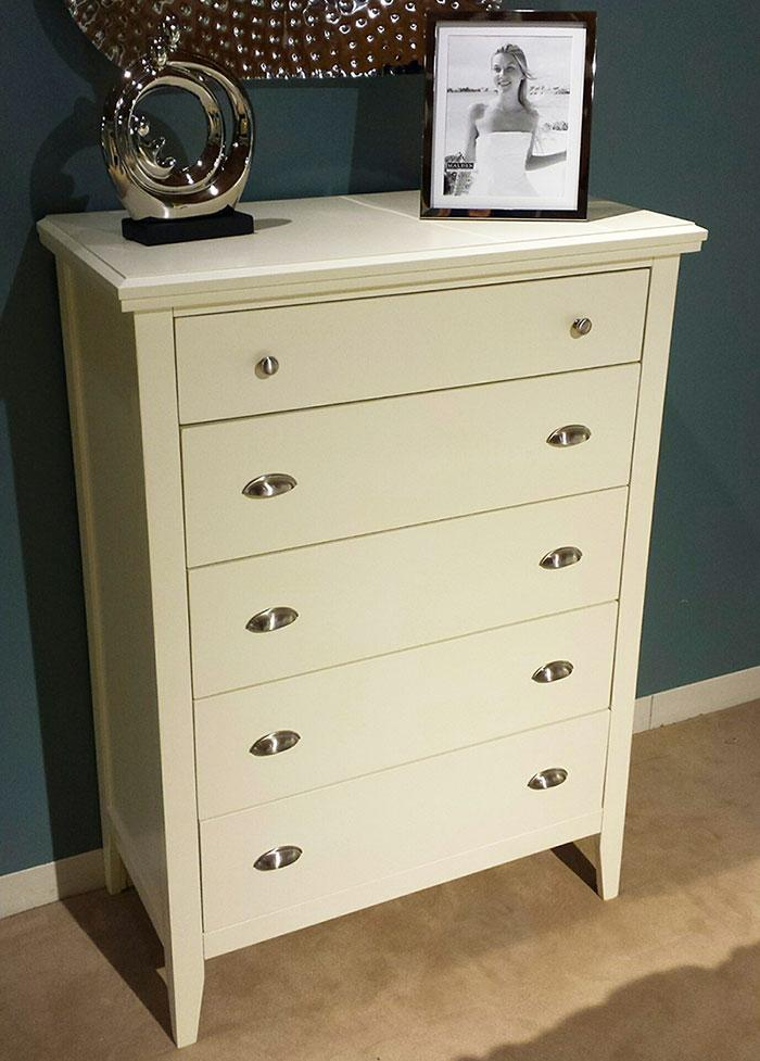 Lifestyle Jillian Chest of Drawers - Item Number: C4135A-030