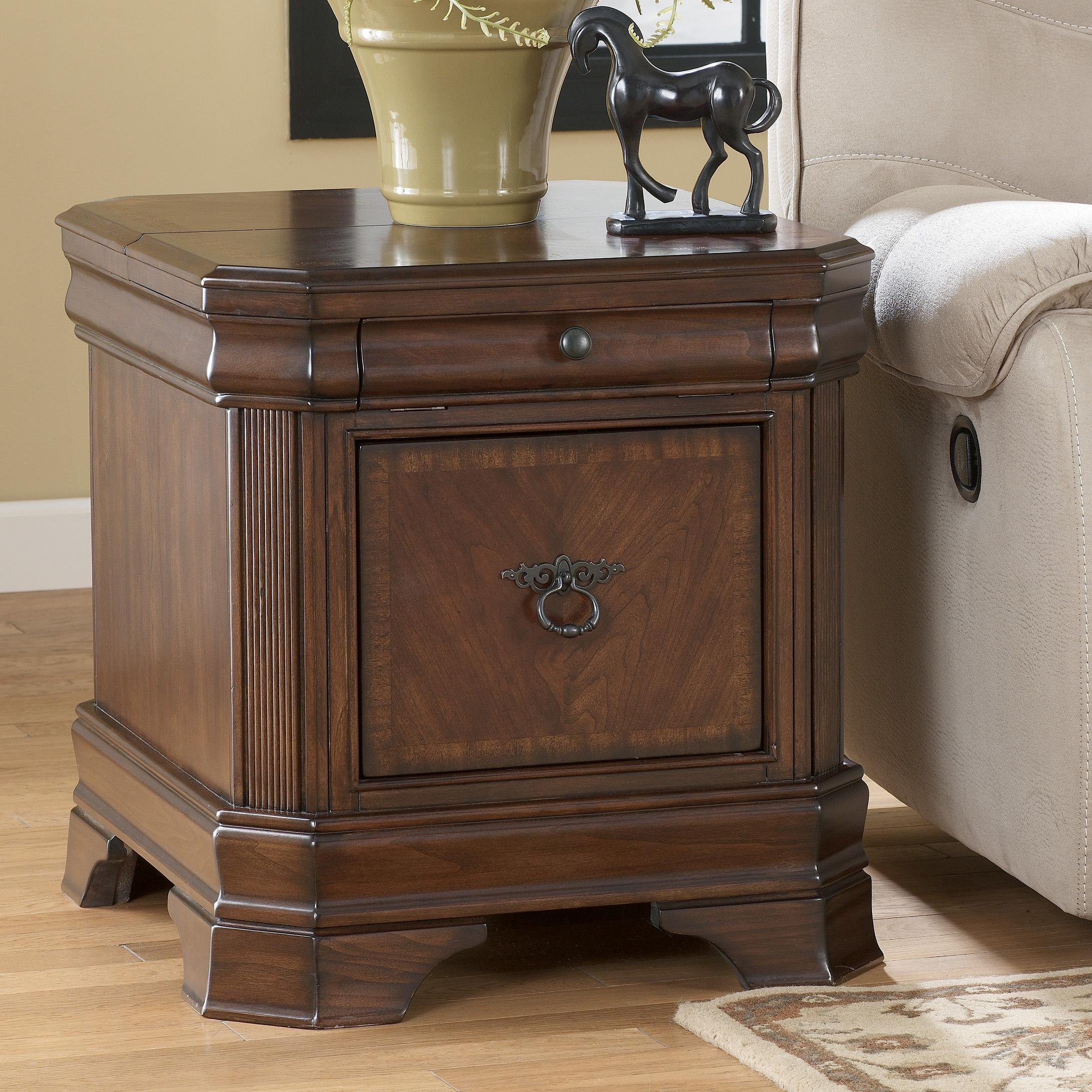 Signature Design by Ashley Hamlyn  Rectangular End Table - Item Number: T677-17