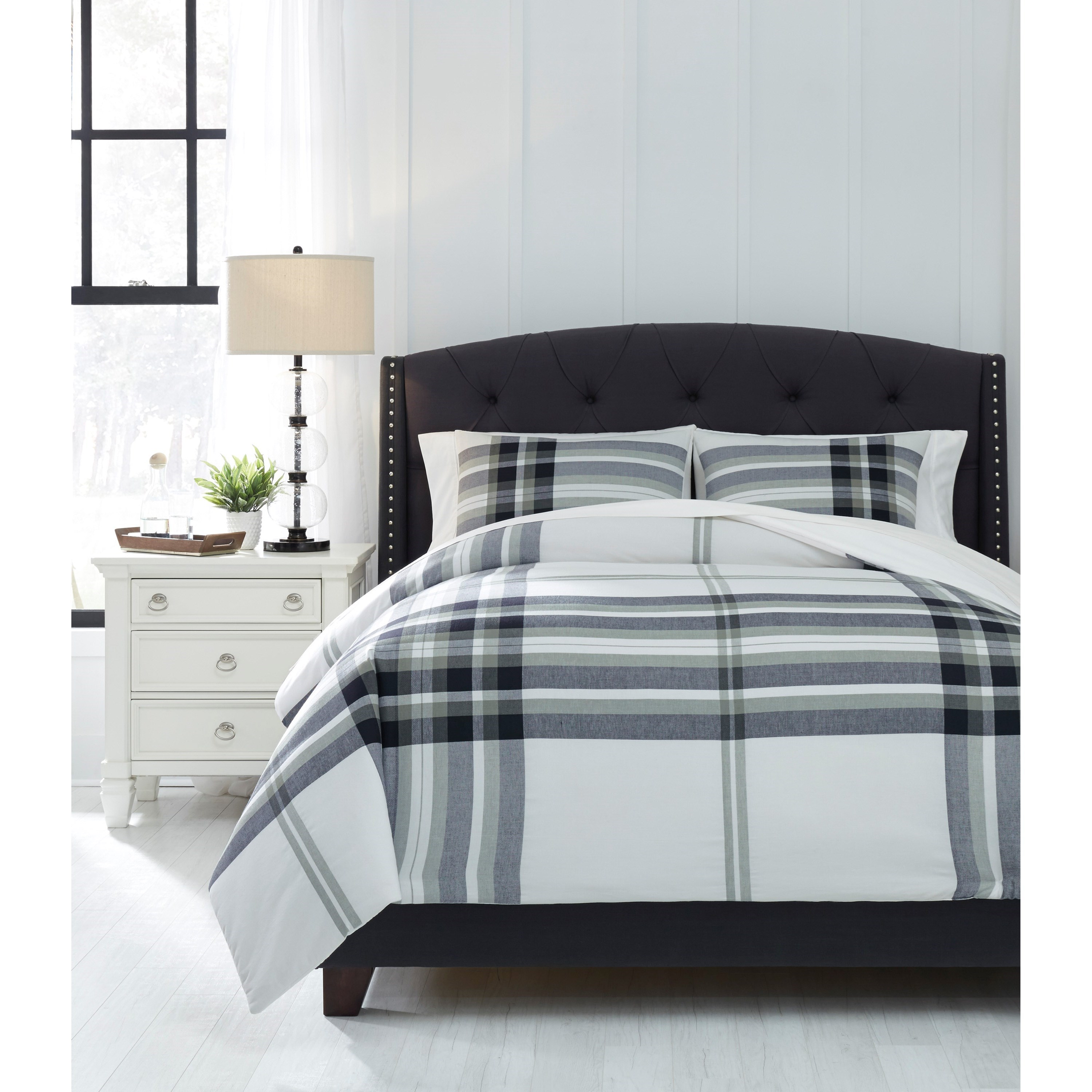 Bedding Sets Queen Stayner Black/Gray Comforter Set by Ashley (Signature Design) at Johnny Janosik