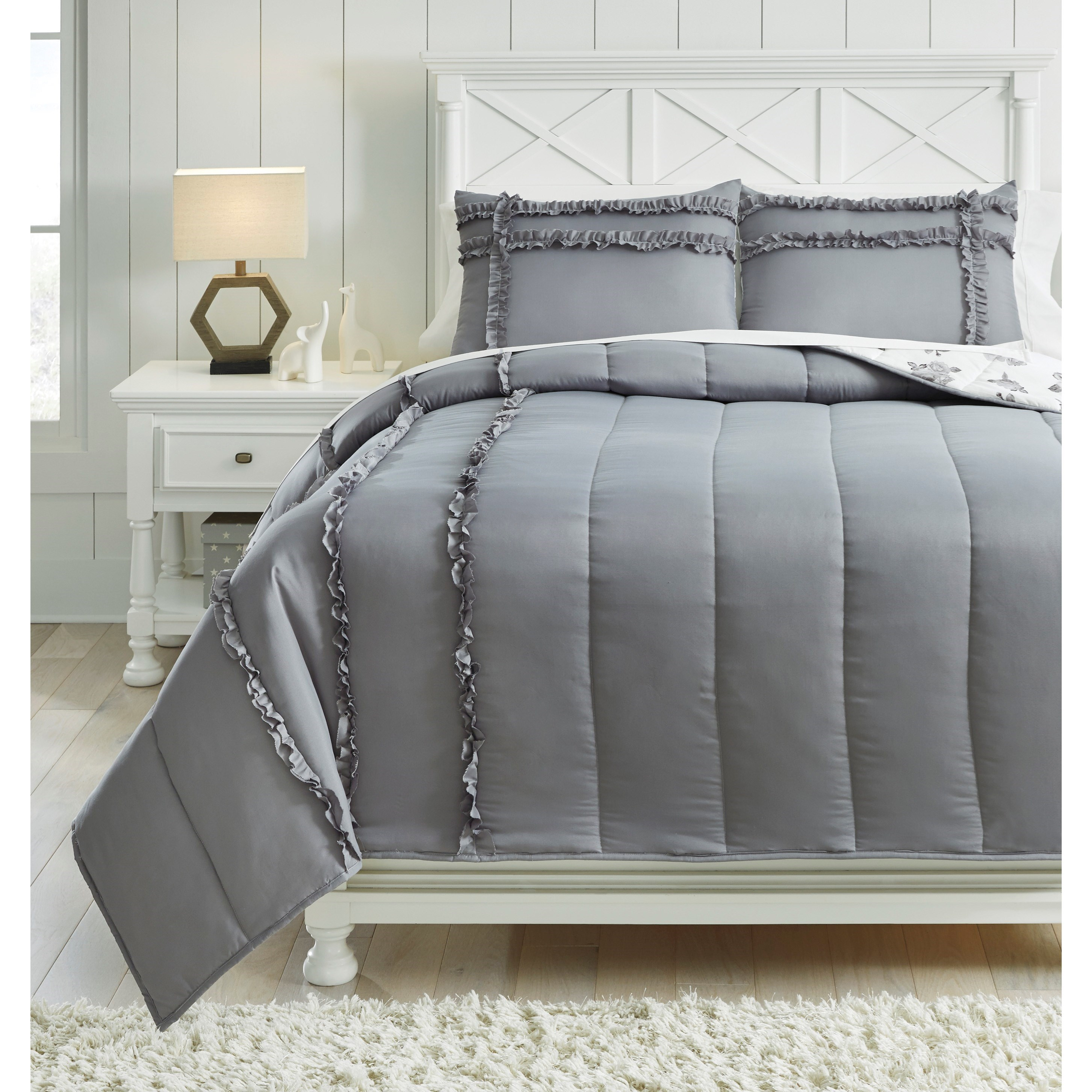 Signature Design By Ashley Bedding Sets Q426003f Full Meghdad Gray White Reversible Comforter Set Furniture And Appliancemart Bedding Sets