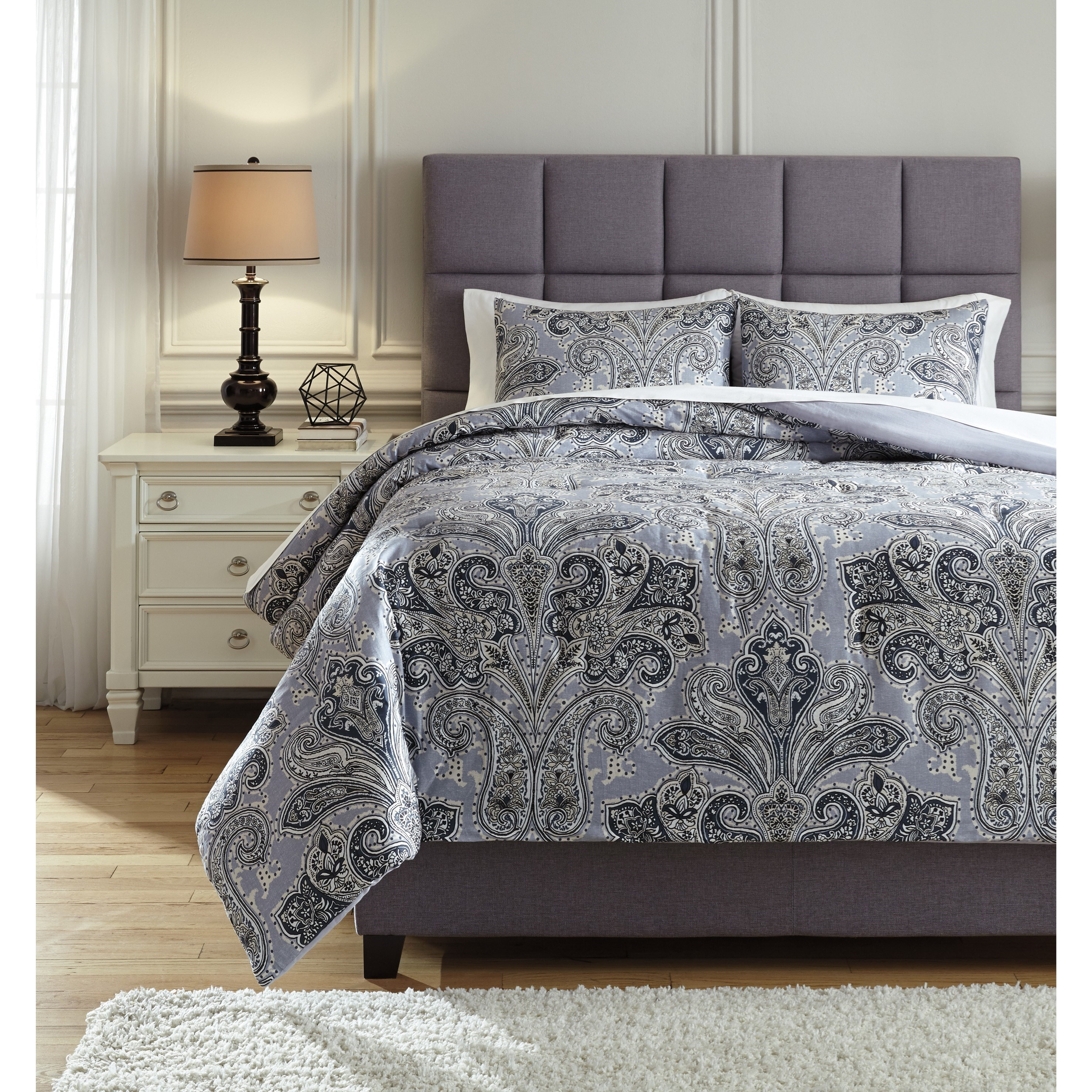 King Susannah Blue/Cream Comforter Set