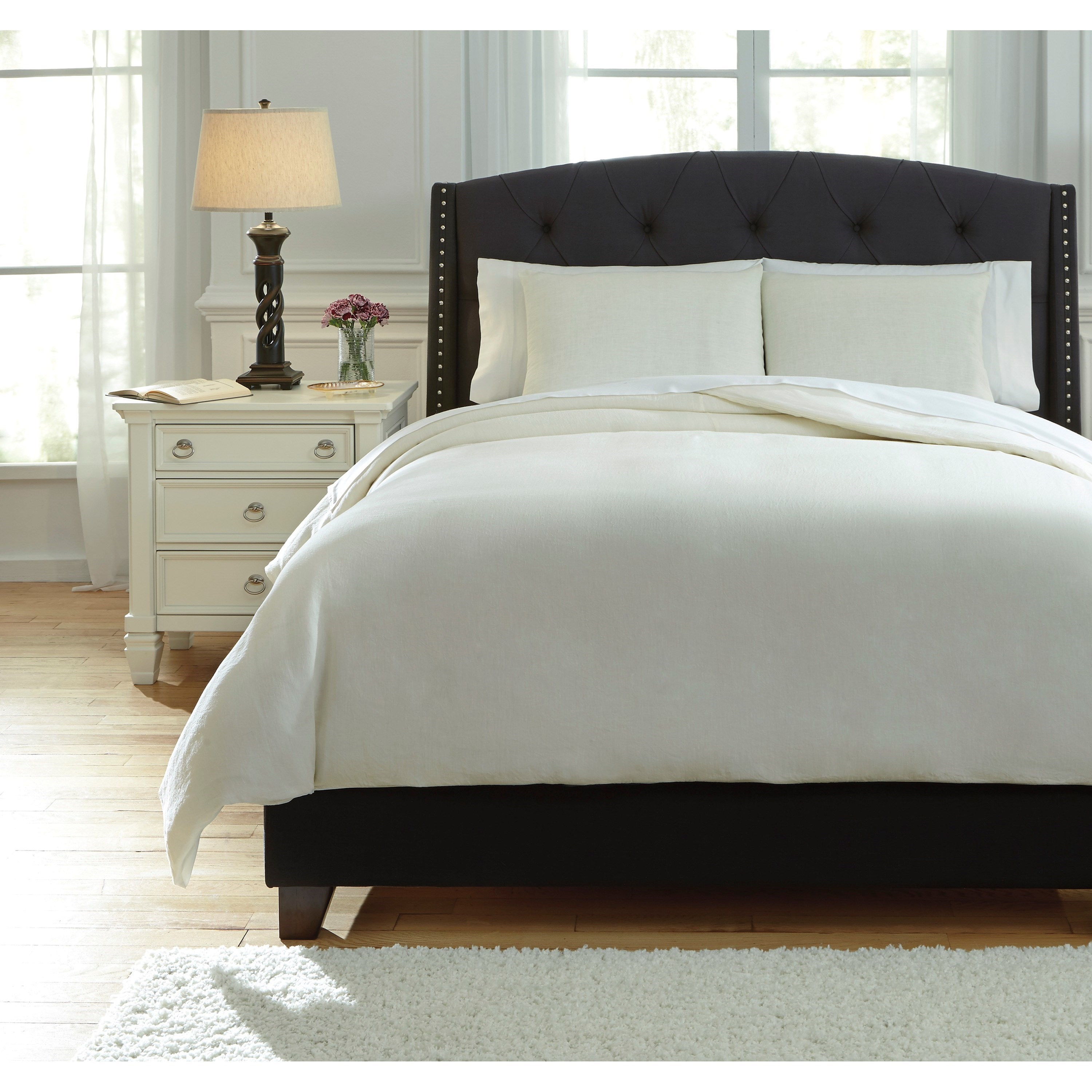 Signature Design by Ashley Bedding Sets Queen Bergen Ivory Duvet Cover Set - Item Number: Q734013Q