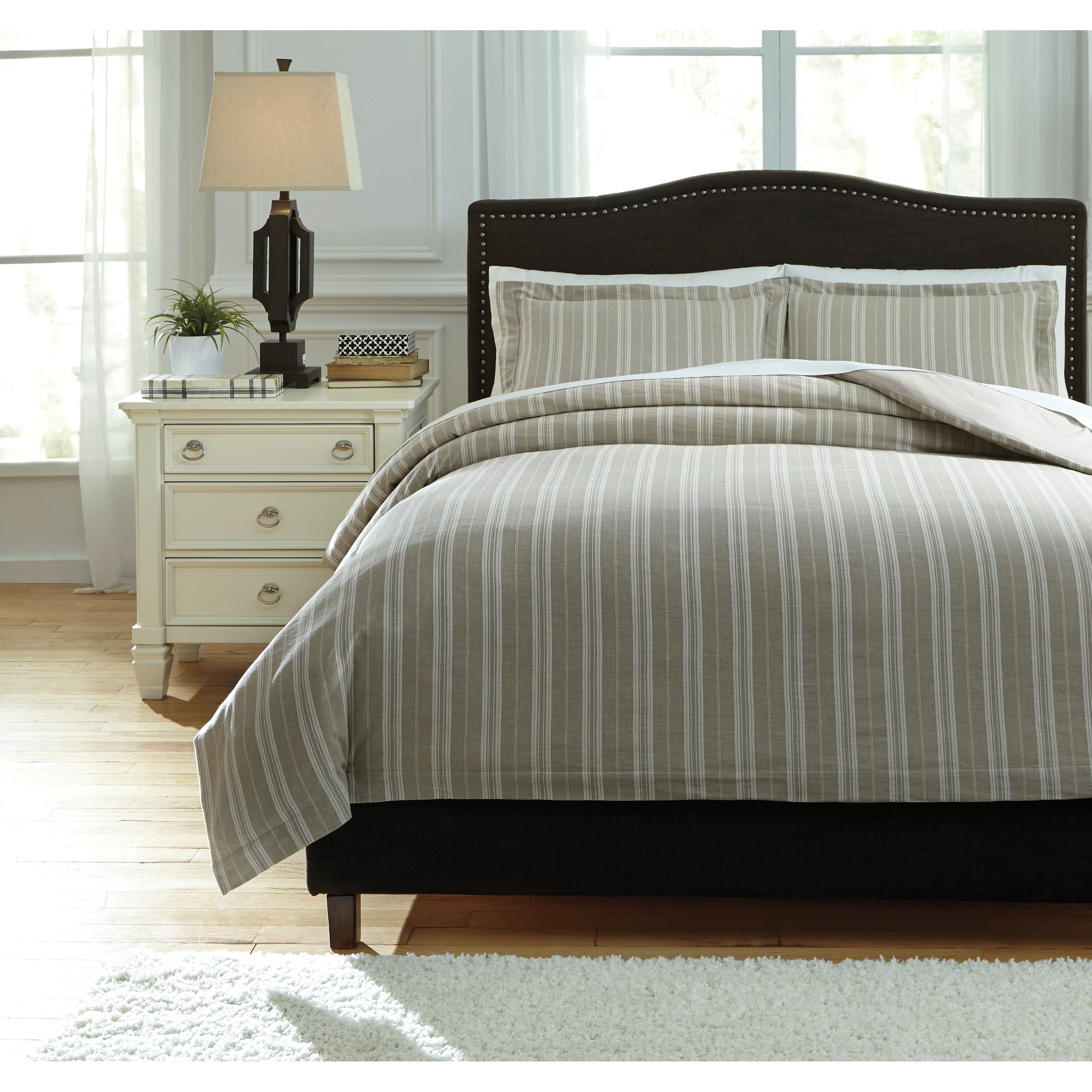 Signature Design by Ashley Bedding Sets Queen Navarre White/Natural Duvet Cover Set - Item Number: Q745023Q